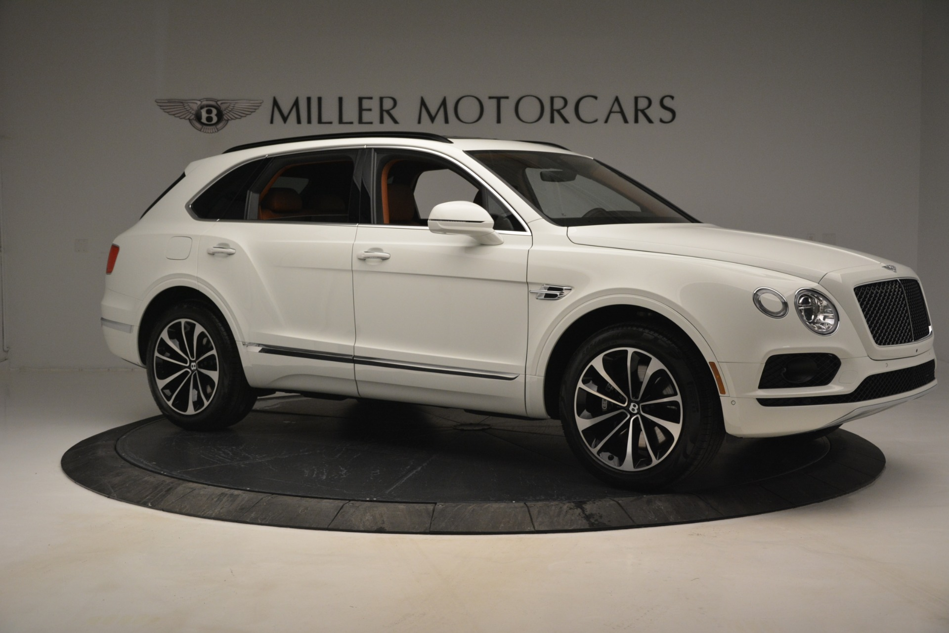 New 2019 Bentley Bentayga V8 For Sale In Greenwich, CT. Alfa Romeo of Greenwich, B1390 2539_p10