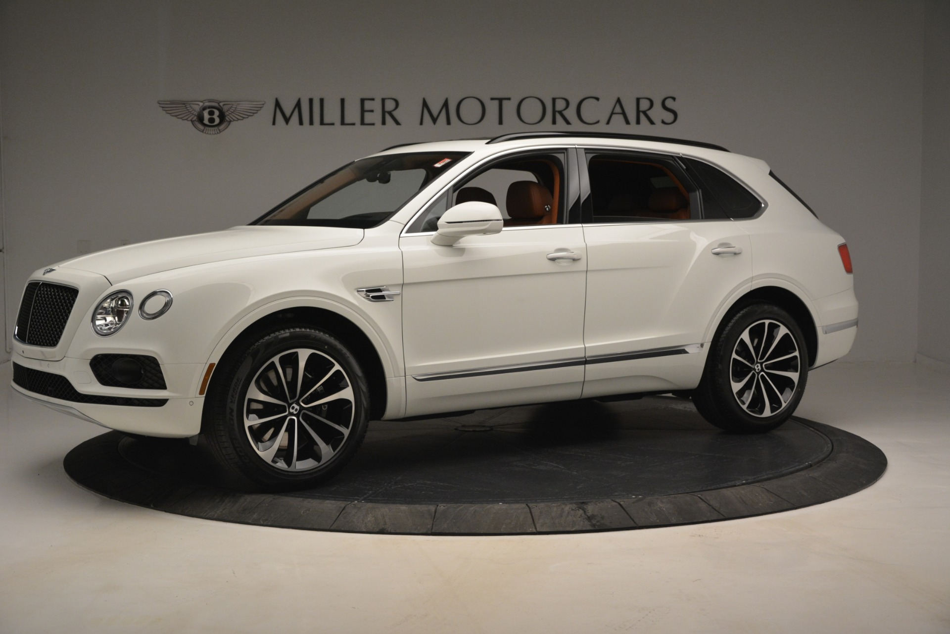 New 2019 Bentley Bentayga V8 For Sale In Greenwich, CT. Alfa Romeo of Greenwich, B1390 2539_p2