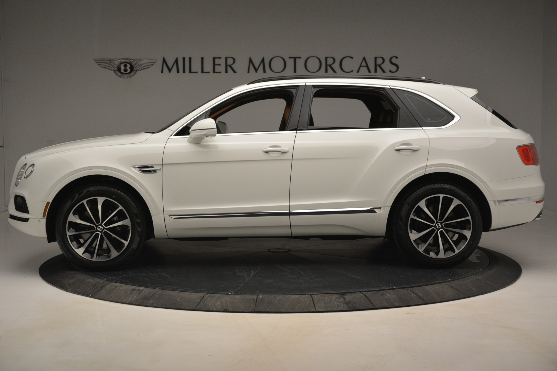 New 2019 Bentley Bentayga V8 For Sale In Greenwich, CT. Alfa Romeo of Greenwich, B1390 2539_p3