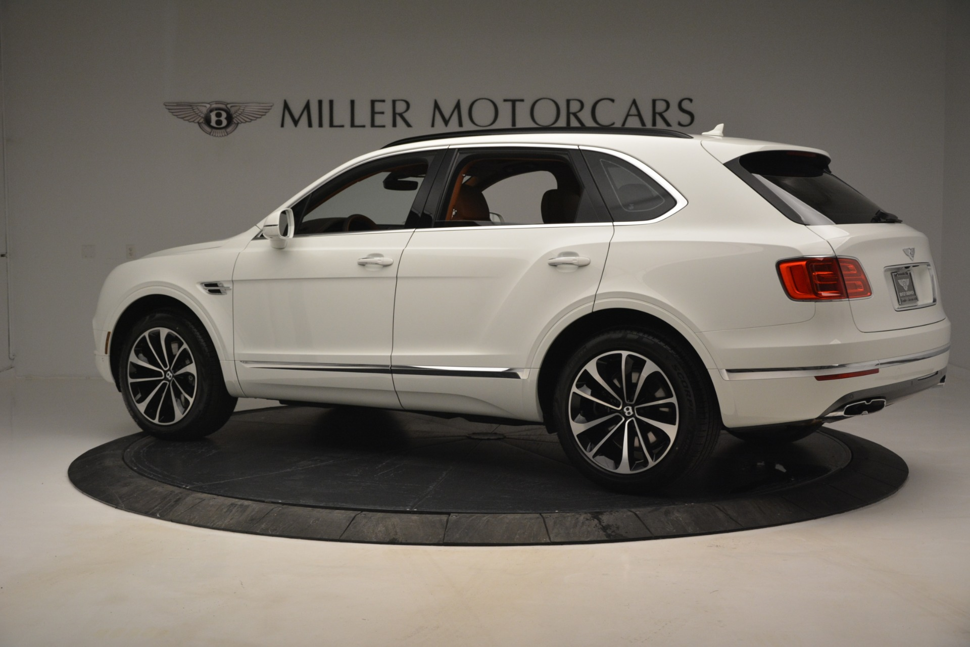 New 2019 Bentley Bentayga V8 For Sale In Greenwich, CT. Alfa Romeo of Greenwich, B1390 2539_p4
