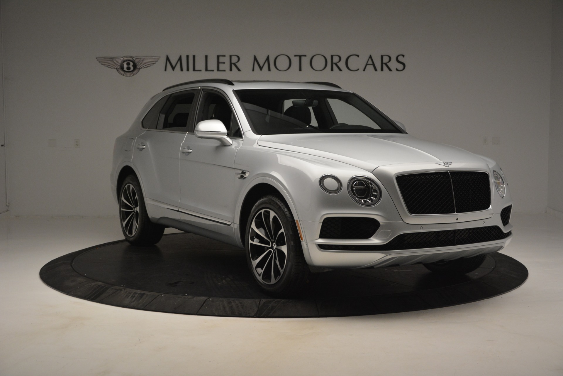 Used 2019 Bentley Bentayga V8 For Sale In Greenwich, CT. Alfa Romeo of Greenwich, B1383 2540_p11