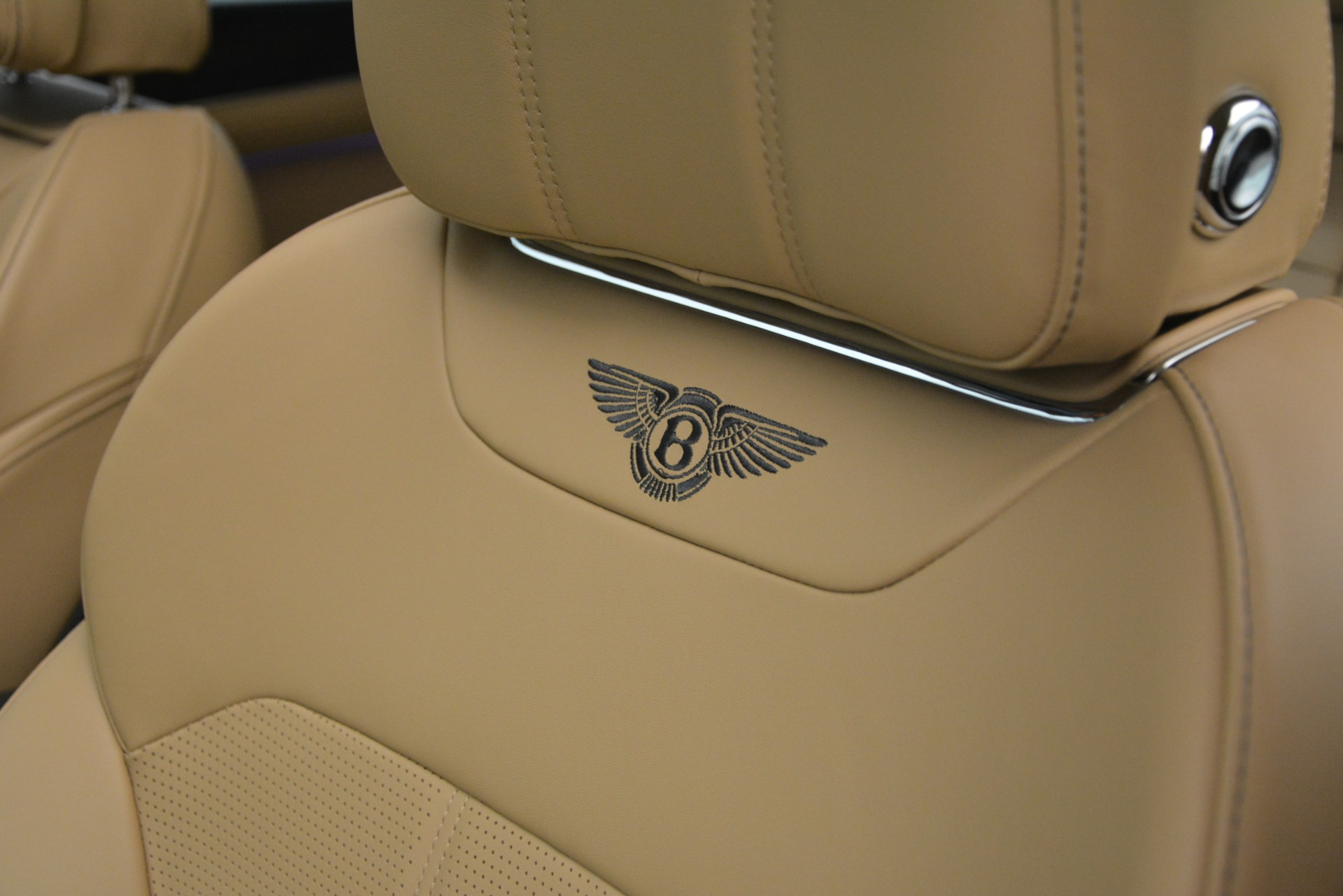 New 2019 Bentley Bentayga V8 For Sale In Greenwich, CT. Alfa Romeo of Greenwich, B1386 2541_p22