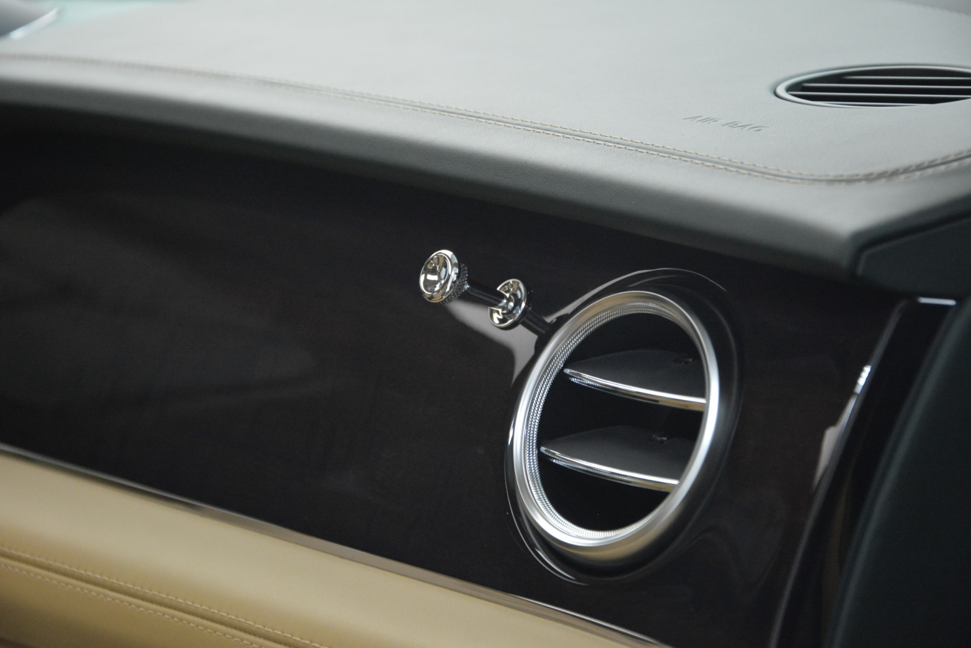 New 2019 Bentley Bentayga V8 For Sale In Greenwich, CT. Alfa Romeo of Greenwich, B1386 2541_p24