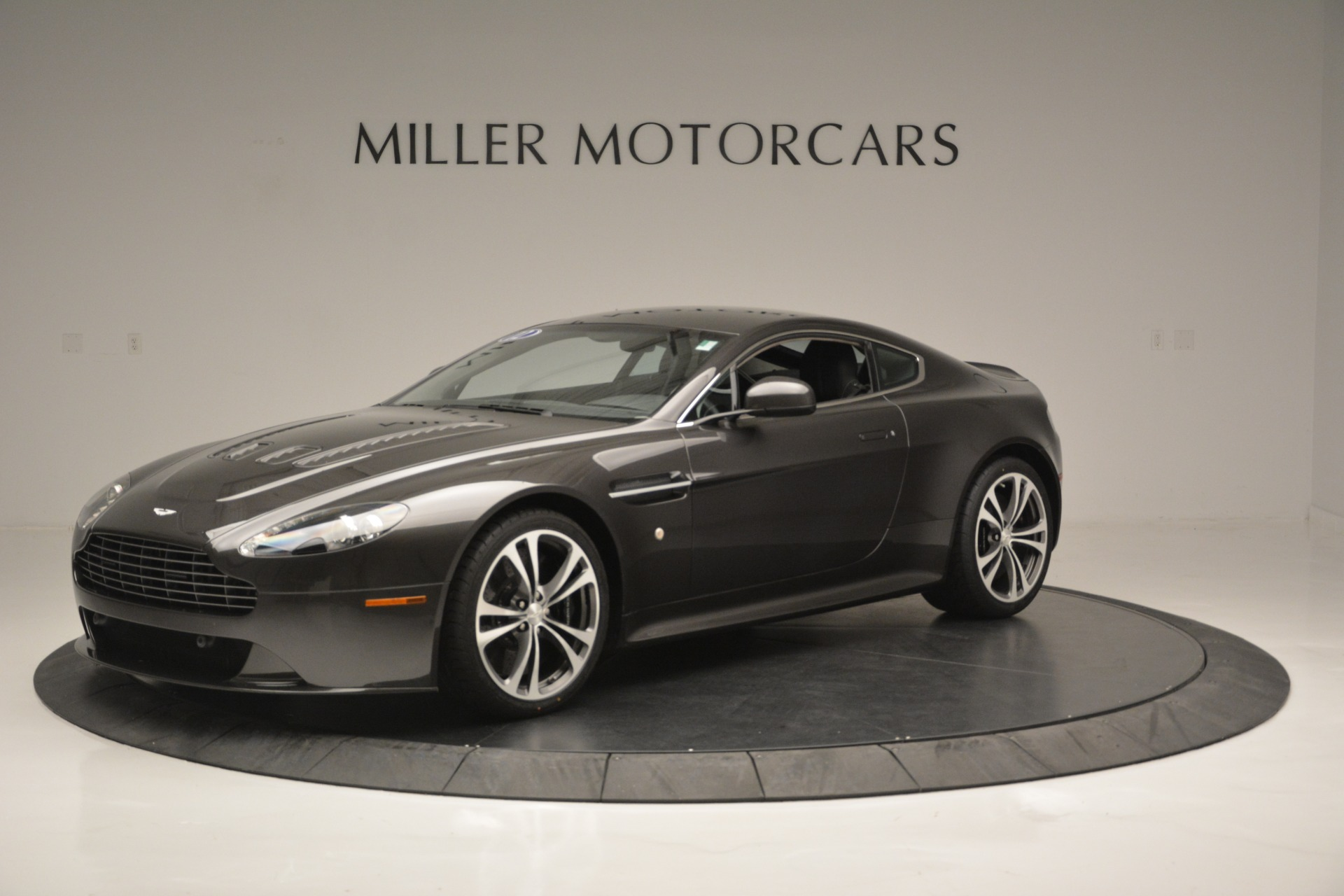 Used 2012 Aston Martin V12 Vantage Coupe For Sale In Greenwich, CT. Alfa Romeo of Greenwich, 7425