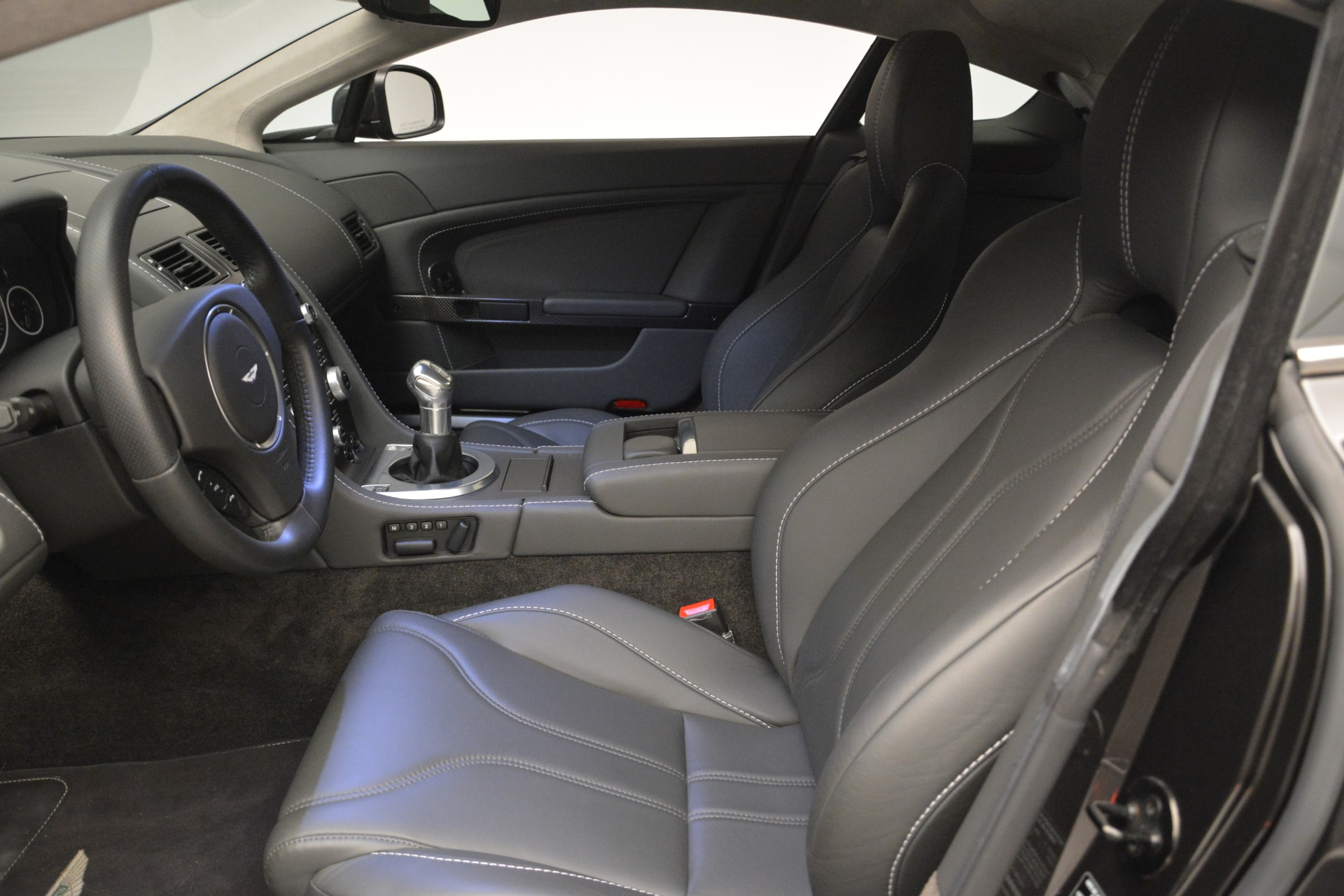 Used 2012 Aston Martin V12 Vantage Coupe For Sale In Greenwich, CT. Alfa Romeo of Greenwich, 7425 2544_p13
