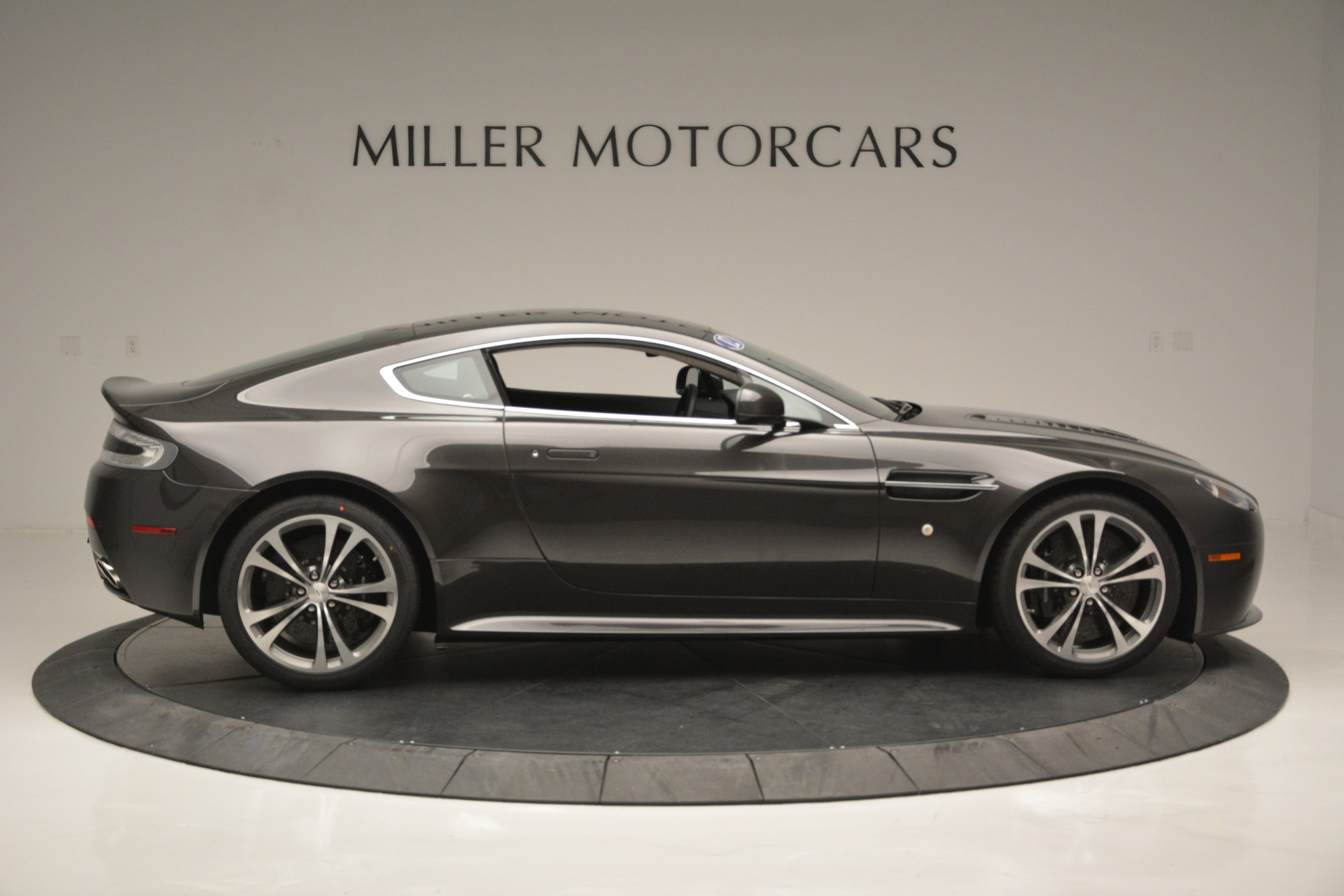 Used 2012 Aston Martin V12 Vantage Coupe For Sale In Greenwich, CT. Alfa Romeo of Greenwich, 7425 2544_p9