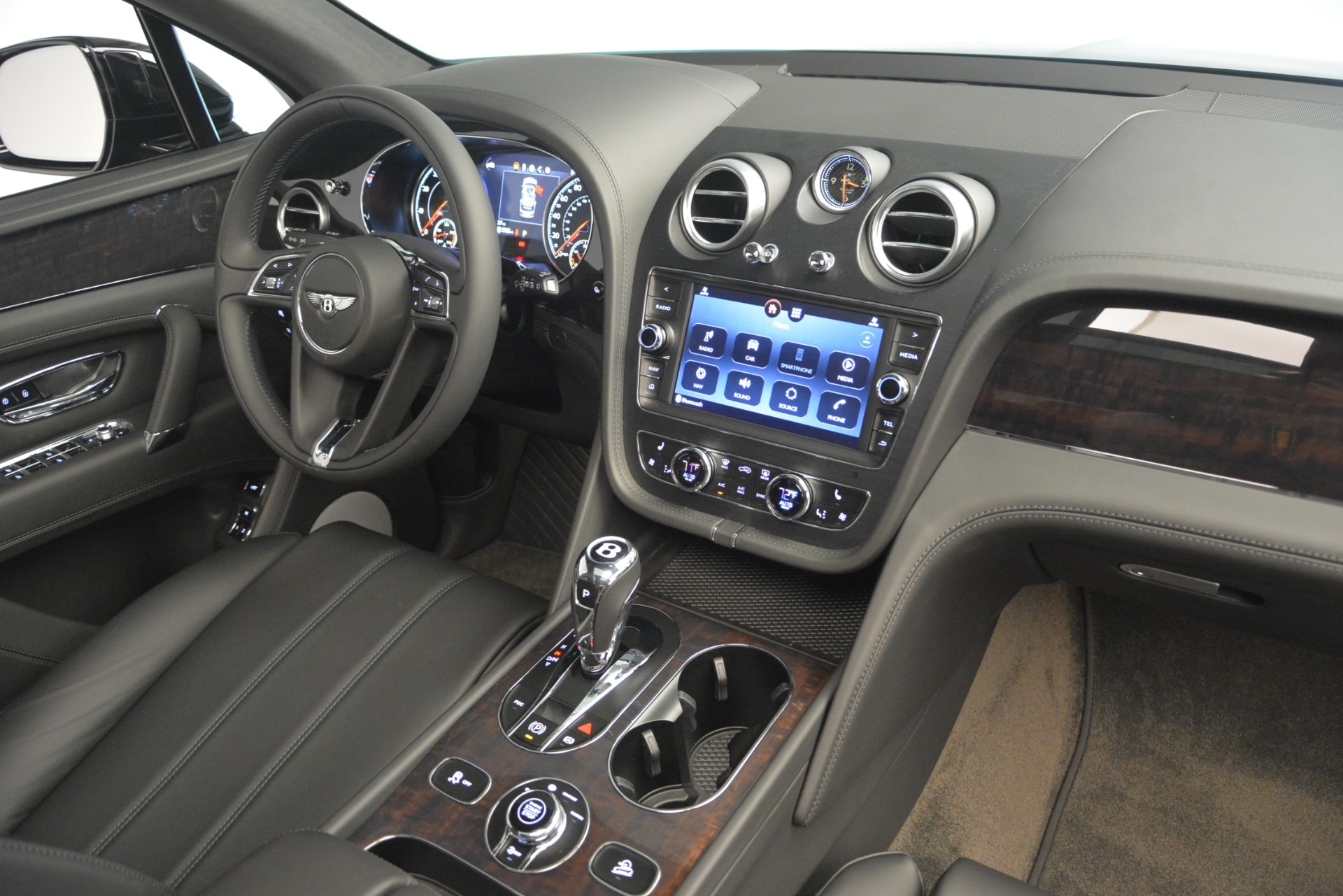 New 2019 Bentley Bentayga V8 For Sale In Greenwich, CT. Alfa Romeo of Greenwich, B1370 2545_p21