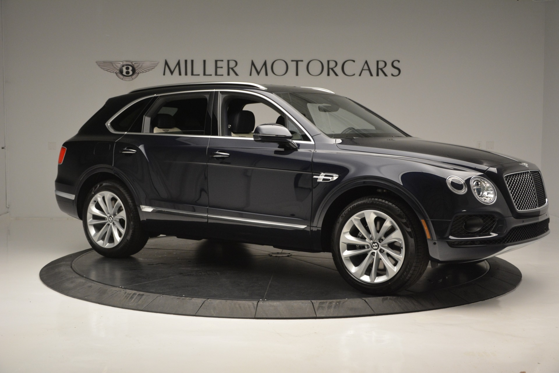 New 2019 Bentley Bentayga V8 For Sale In Greenwich, CT. Alfa Romeo of Greenwich, B1372 2546_p10