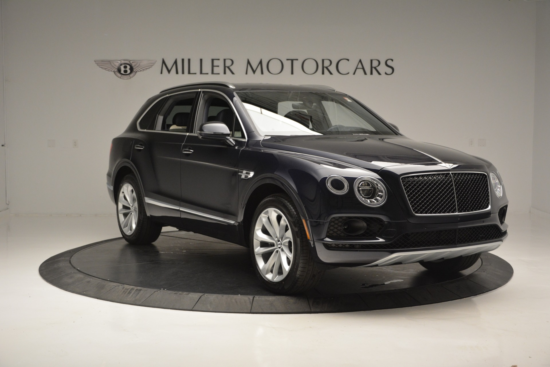 New 2019 Bentley Bentayga V8 For Sale In Greenwich, CT. Alfa Romeo of Greenwich, B1372 2546_p11