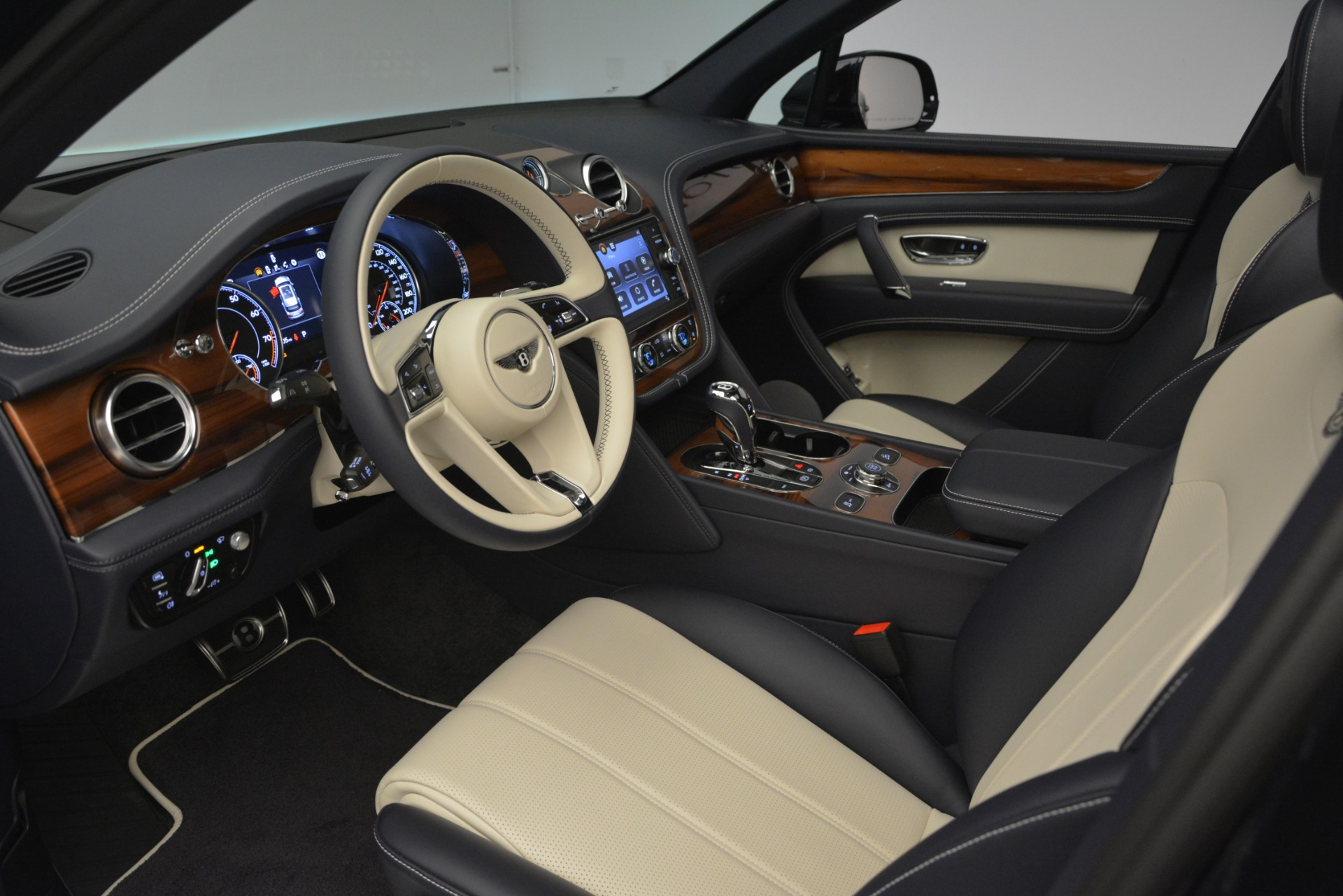 New 2019 Bentley Bentayga V8 For Sale In Greenwich, CT. Alfa Romeo of Greenwich, B1372 2546_p17