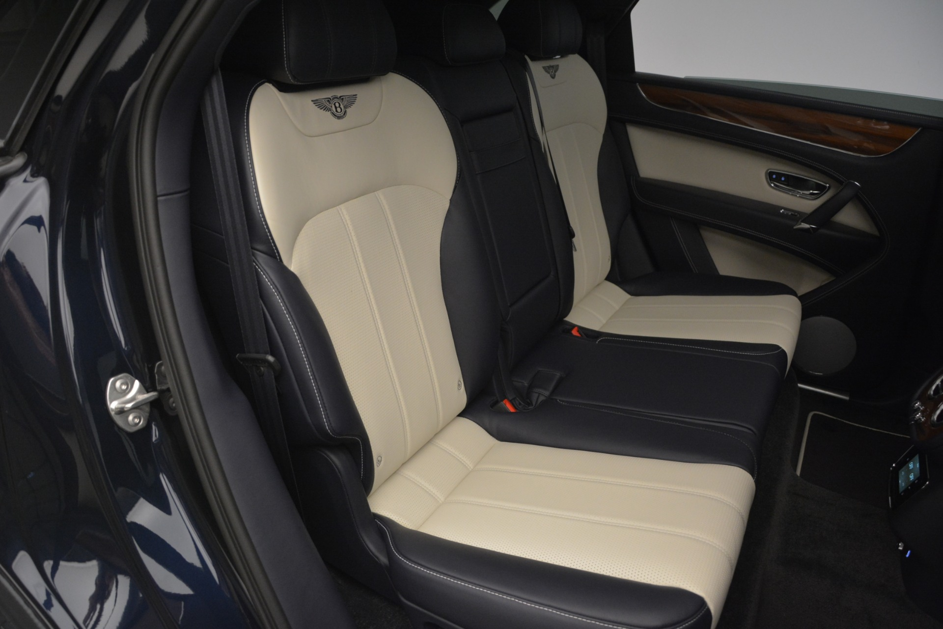 New 2019 Bentley Bentayga V8 For Sale In Greenwich, CT. Alfa Romeo of Greenwich, B1372 2546_p25