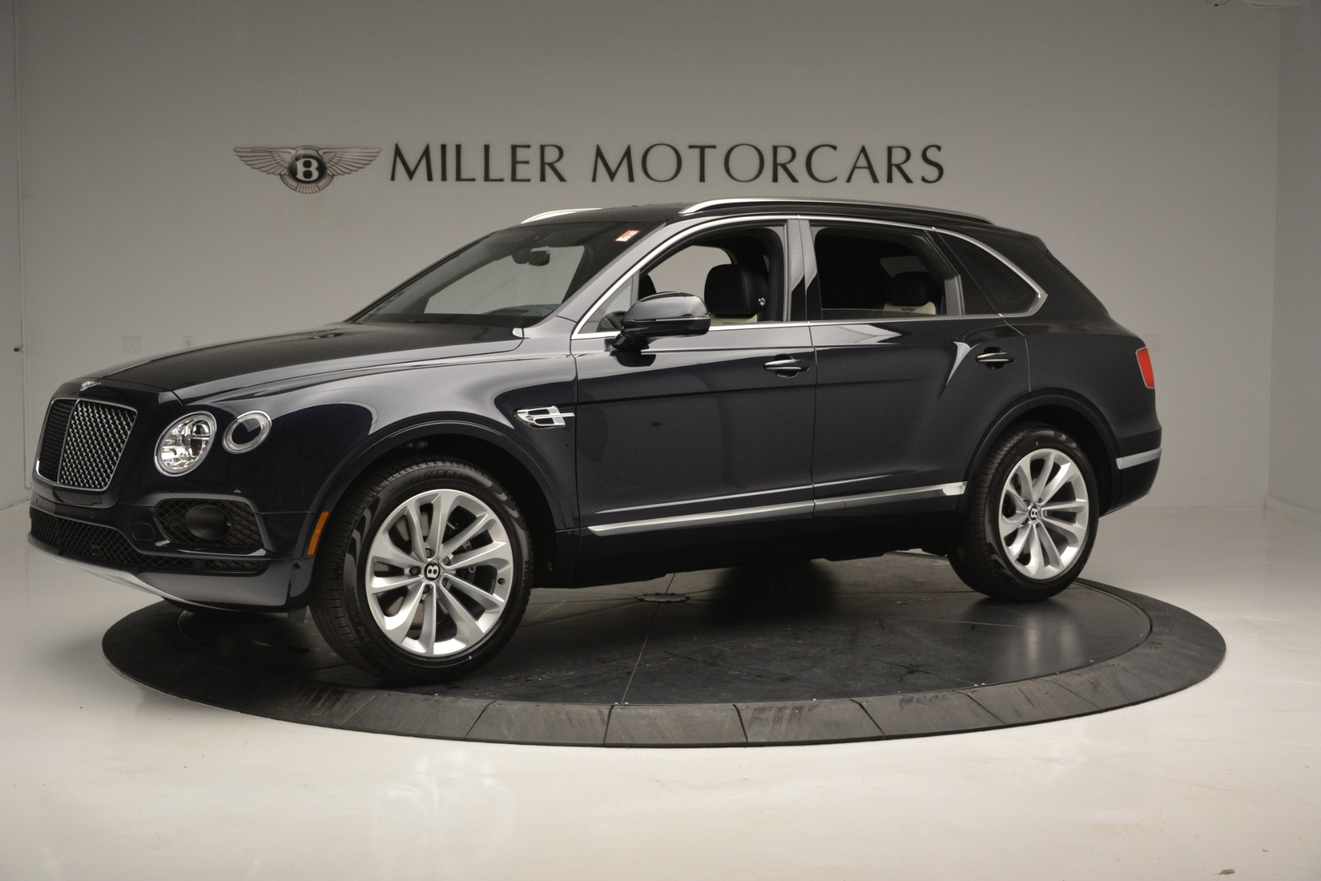 New 2019 Bentley Bentayga V8 For Sale In Greenwich, CT. Alfa Romeo of Greenwich, B1372 2546_p2
