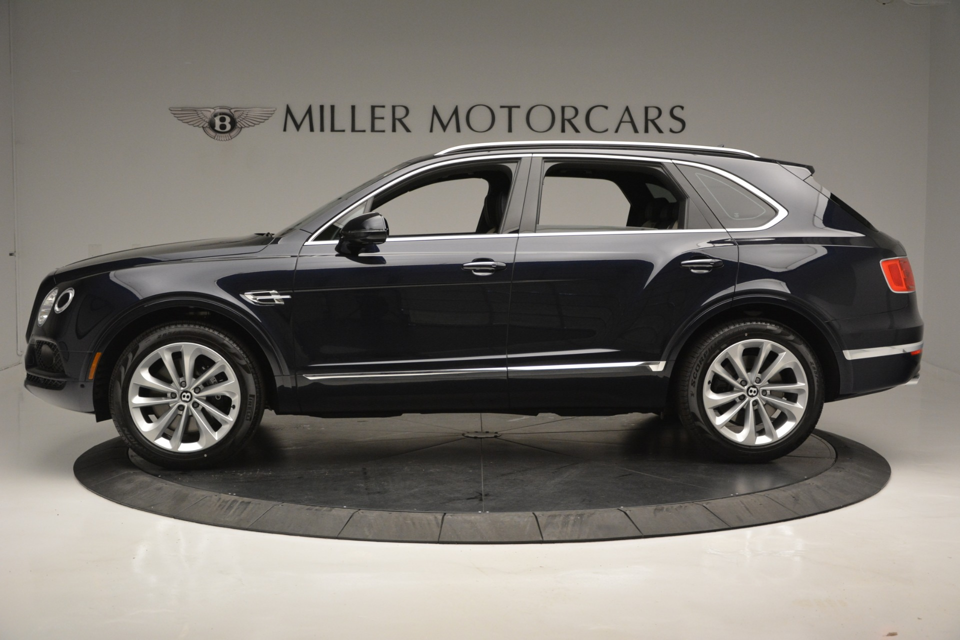 New 2019 Bentley Bentayga V8 For Sale In Greenwich, CT. Alfa Romeo of Greenwich, B1372 2546_p3