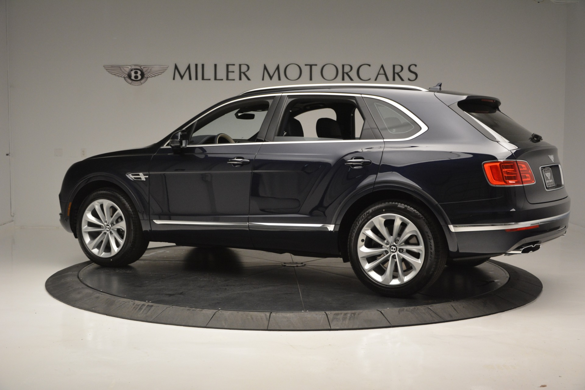 New 2019 Bentley Bentayga V8 For Sale In Greenwich, CT. Alfa Romeo of Greenwich, B1372 2546_p4