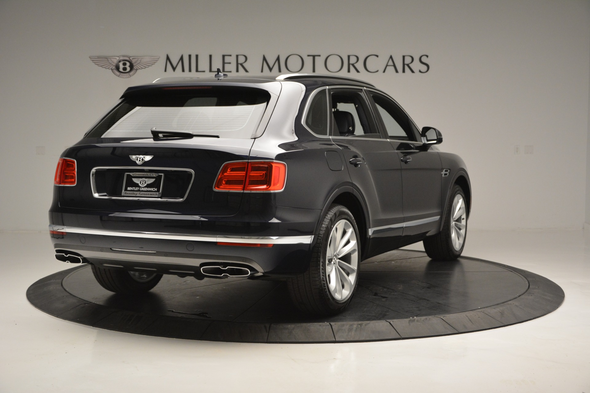 New 2019 Bentley Bentayga V8 For Sale In Greenwich, CT. Alfa Romeo of Greenwich, B1372 2546_p7