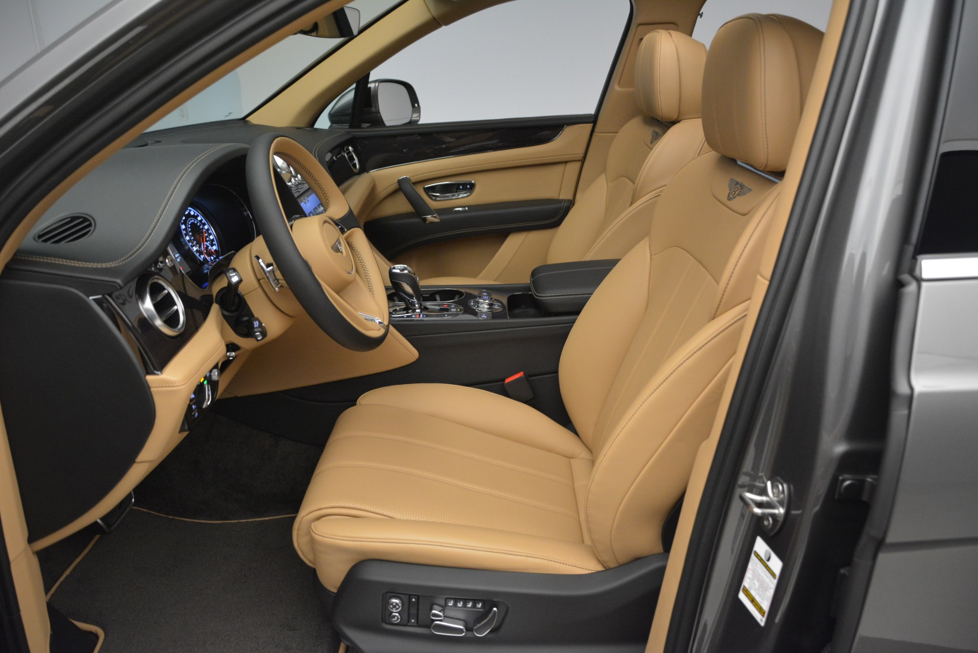 New 2019 Bentley Bentayga V8 For Sale In Greenwich, CT. Alfa Romeo of Greenwich, B1378 2547_p18