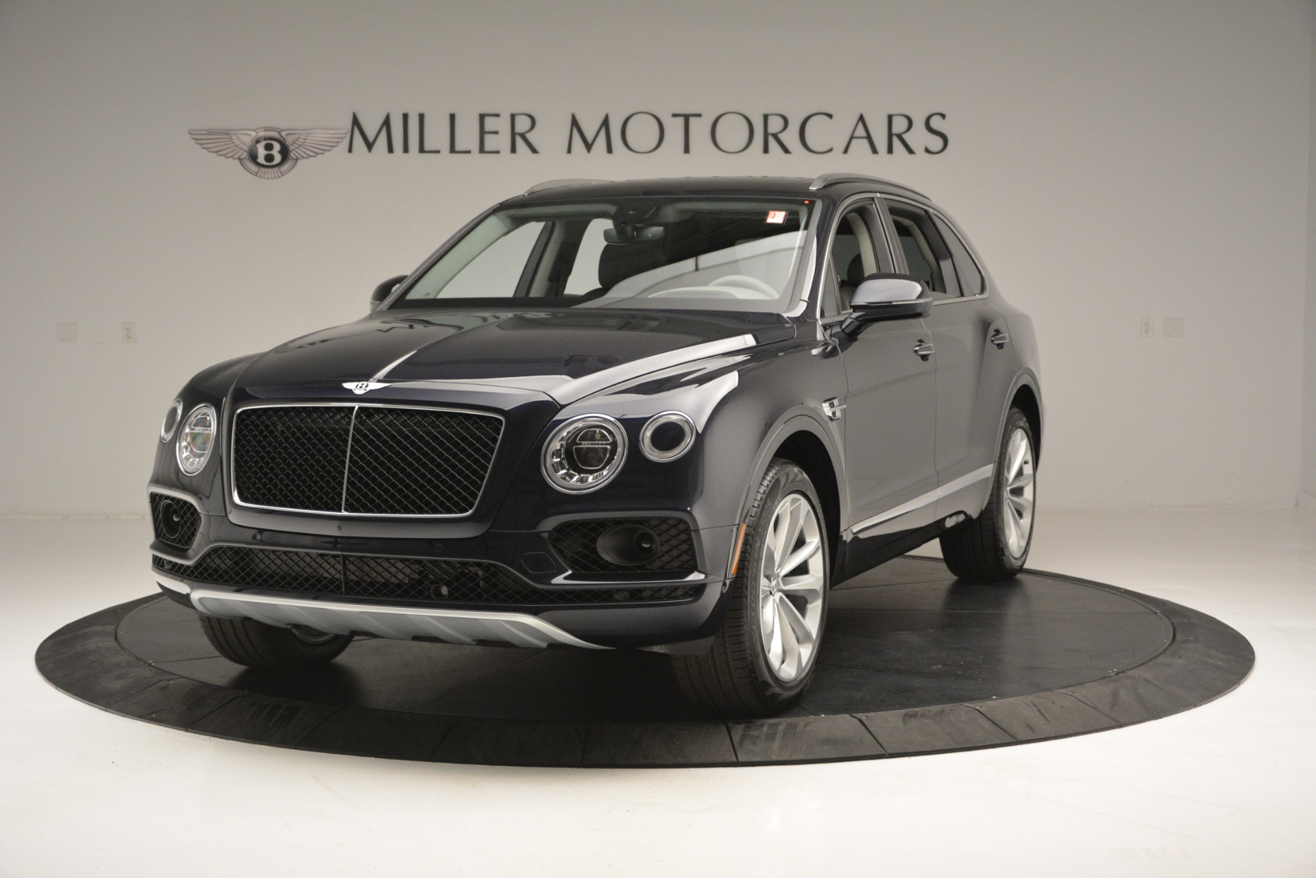 New 2019 Bentley Bentayga V8 For Sale In Greenwich, CT. Alfa Romeo of Greenwich, B1369 2549_main