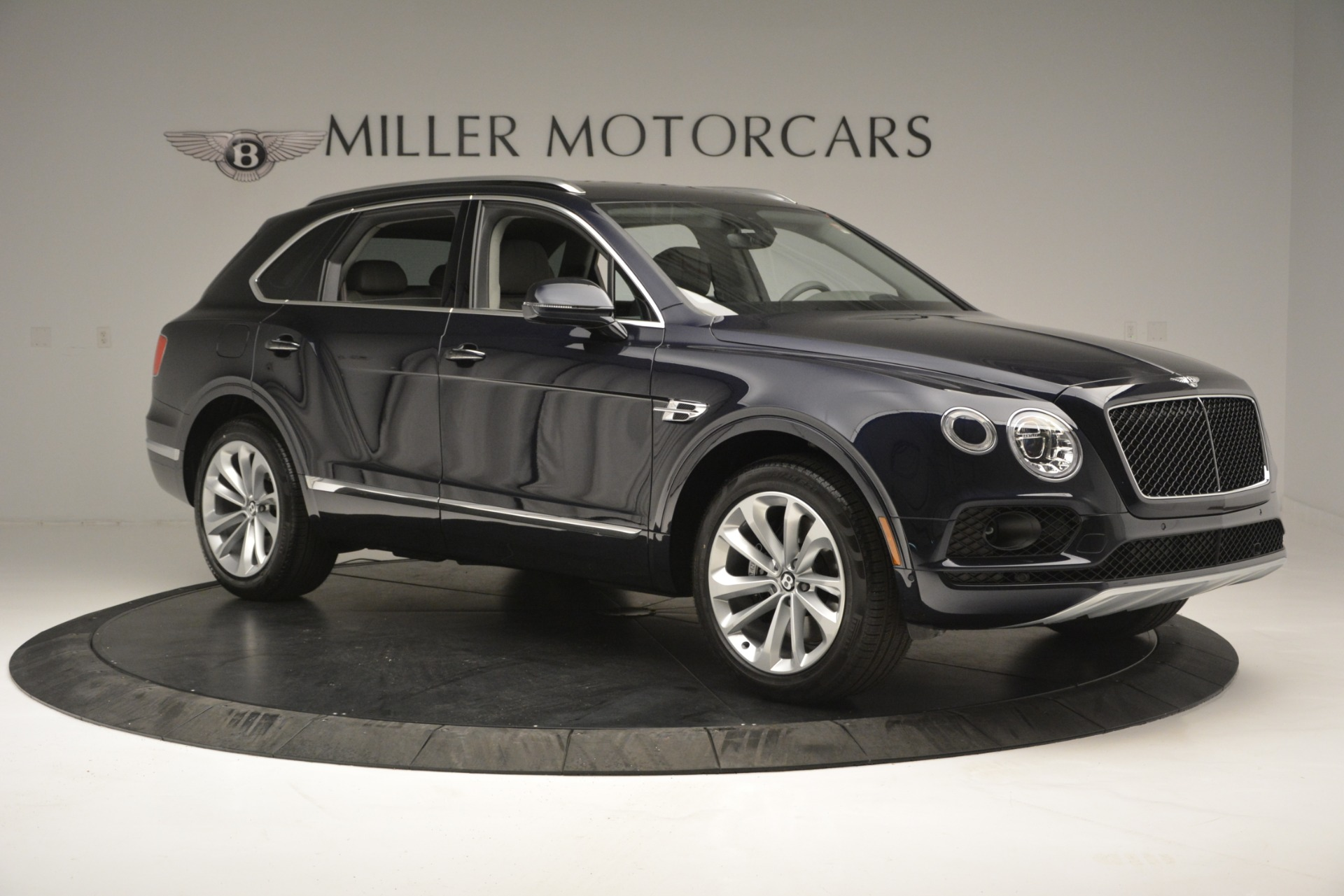 New 2019 Bentley Bentayga V8 For Sale In Greenwich, CT. Alfa Romeo of Greenwich, B1369 2549_p10