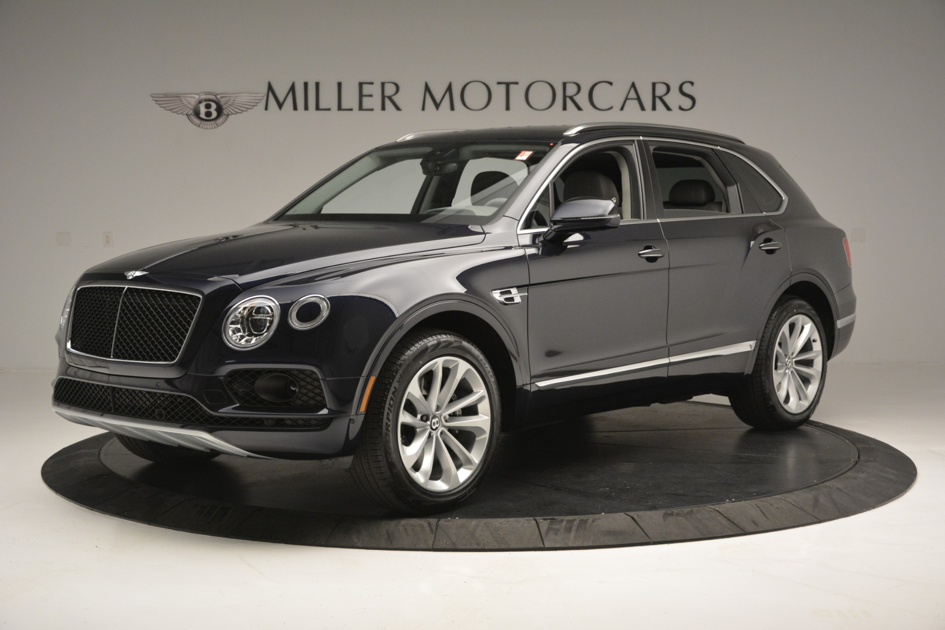 New 2019 Bentley Bentayga V8 For Sale In Greenwich, CT. Alfa Romeo of Greenwich, B1369 2549_p2