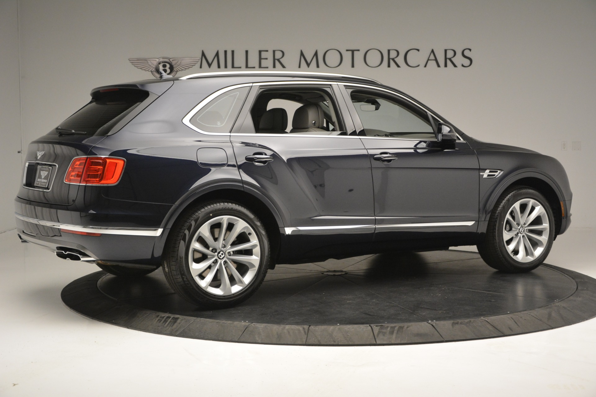 New 2019 Bentley Bentayga V8 For Sale In Greenwich, CT. Alfa Romeo of Greenwich, B1369 2549_p8