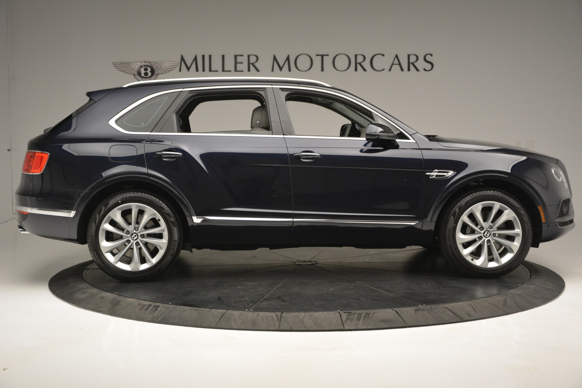 New 2019 Bentley Bentayga V8 For Sale In Greenwich, CT. Alfa Romeo of Greenwich, B1369 2549_p9