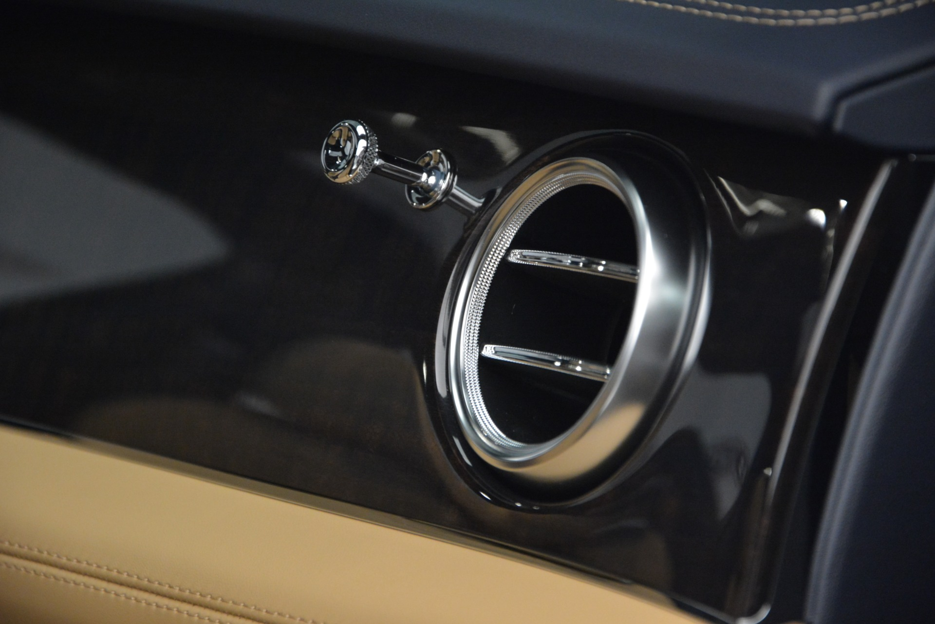 New 2019 Bentley Bentayga V8 For Sale In Greenwich, CT. Alfa Romeo of Greenwich, B1374 2551_p21