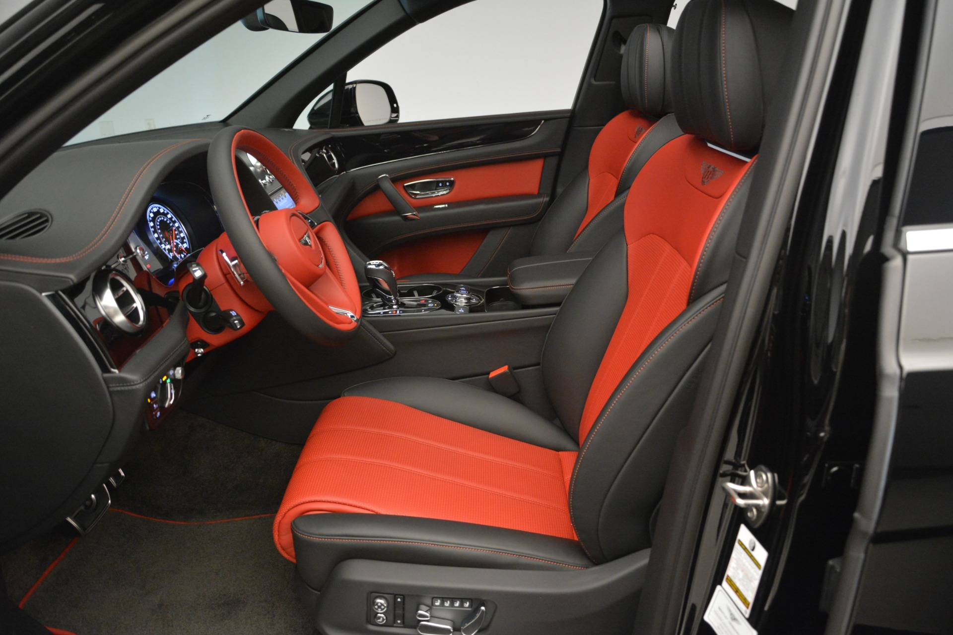 New 2019 Bentley Bentayga V8 For Sale In Greenwich, CT. Alfa Romeo of Greenwich, B1373 2552_p17