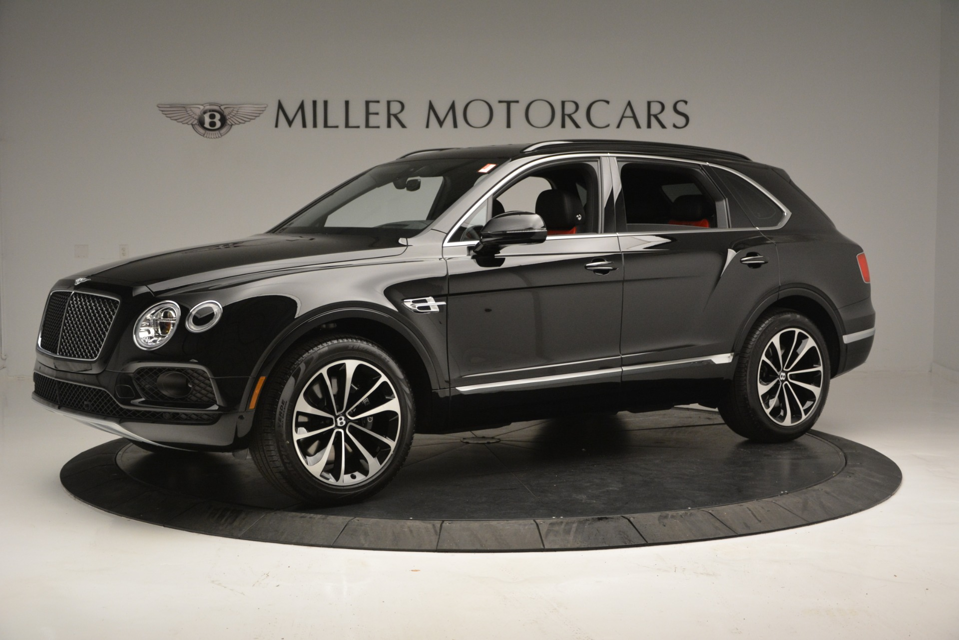 New 2019 Bentley Bentayga V8 For Sale In Greenwich, CT. Alfa Romeo of Greenwich, B1373 2552_p2