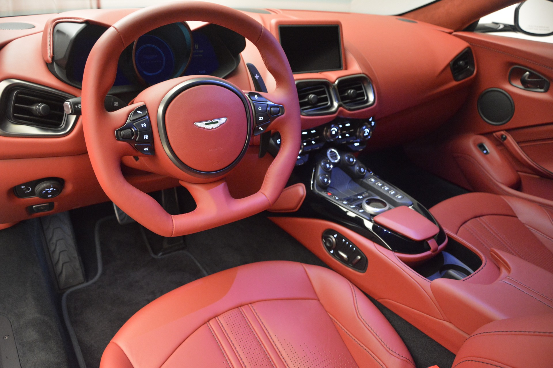 New 2019 Aston Martin Vantage  For Sale In Greenwich, CT. Alfa Romeo of Greenwich, A1324B 2577_p14