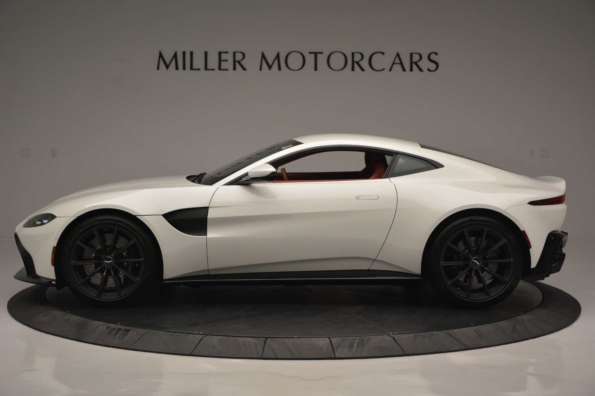 New 2019 Aston Martin Vantage  For Sale In Greenwich, CT. Alfa Romeo of Greenwich, A1324B 2577_p3