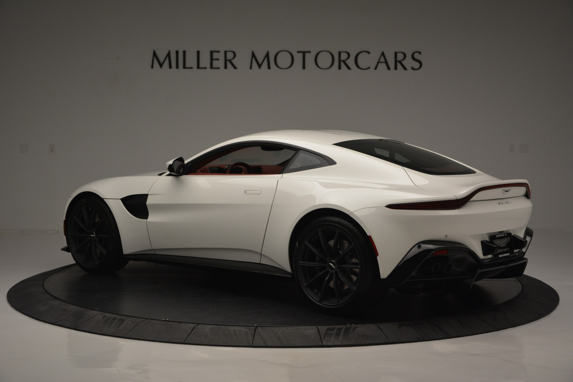 New 2019 Aston Martin Vantage  For Sale In Greenwich, CT. Alfa Romeo of Greenwich, A1324B 2577_p4