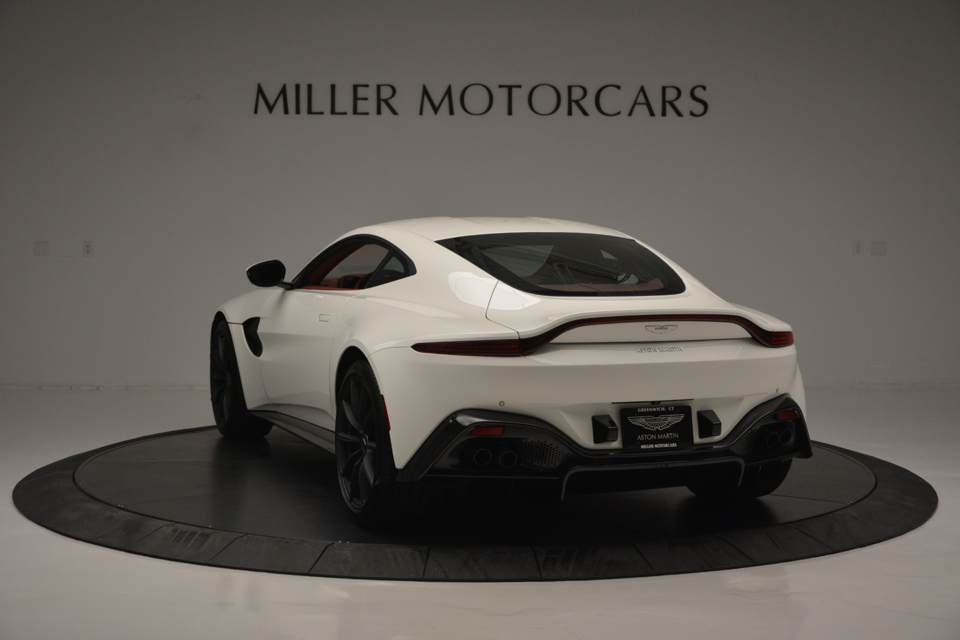 New 2019 Aston Martin Vantage  For Sale In Greenwich, CT. Alfa Romeo of Greenwich, A1324B 2577_p5