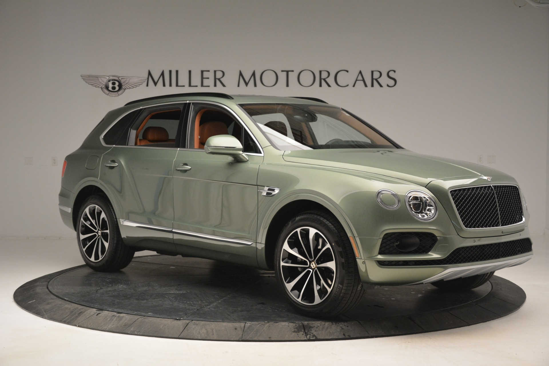 New 2019 Bentley Bentayga V8 For Sale In Greenwich, CT. Alfa Romeo of Greenwich, B1395 2644_p10