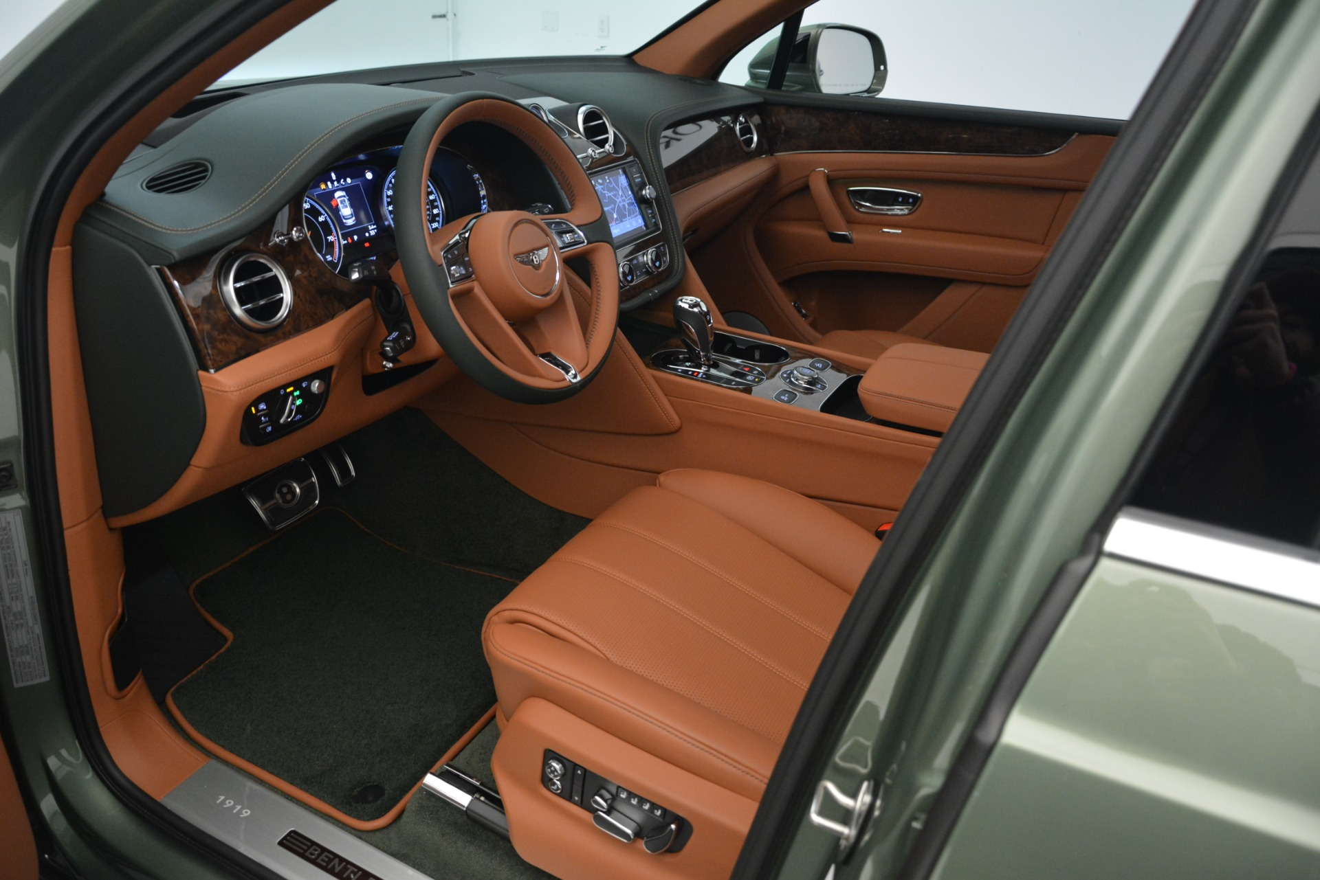 New 2019 Bentley Bentayga V8 For Sale In Greenwich, CT. Alfa Romeo of Greenwich, B1395 2644_p20