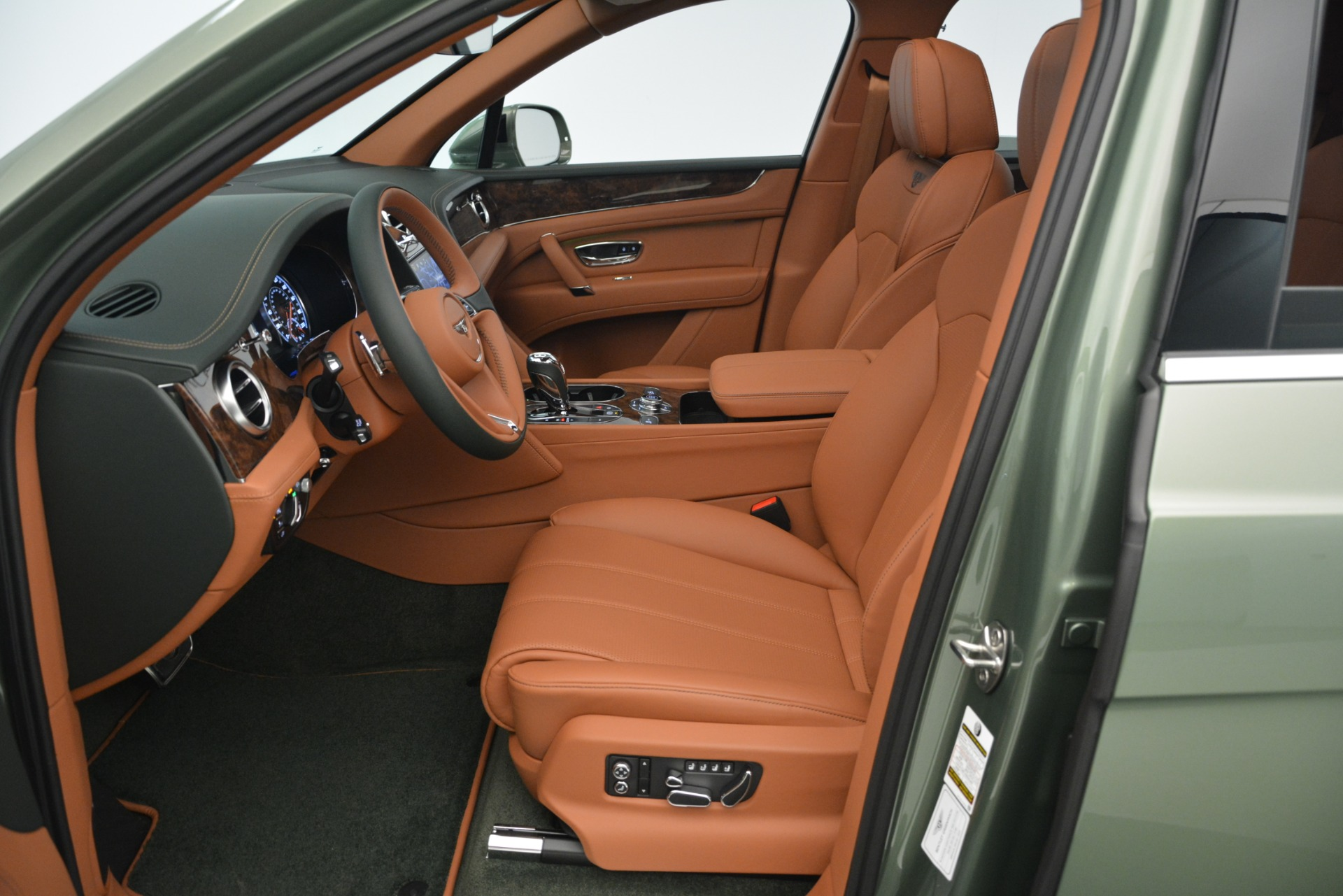 New 2019 Bentley Bentayga V8 For Sale In Greenwich, CT. Alfa Romeo of Greenwich, B1395 2644_p21