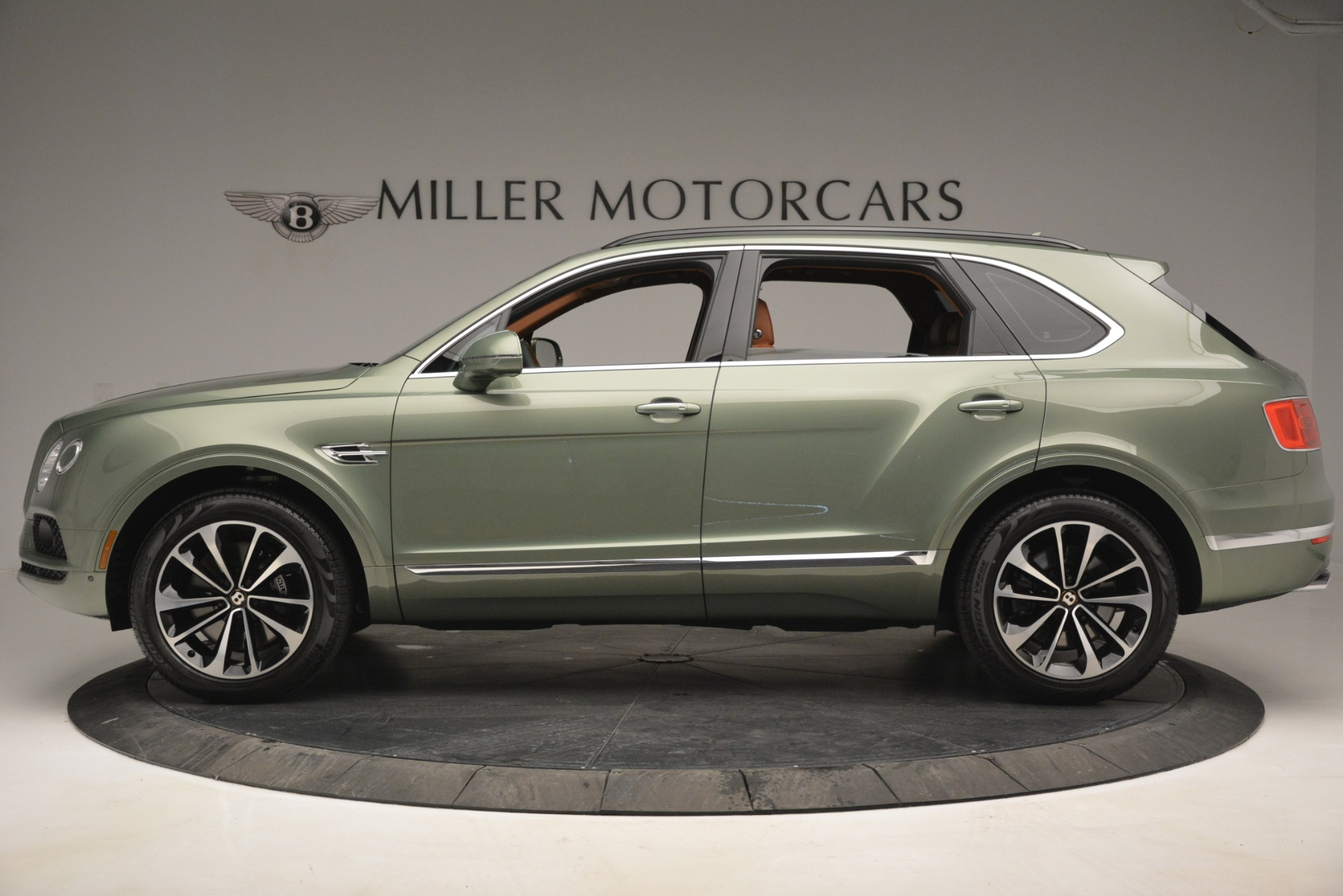 New 2019 Bentley Bentayga V8 For Sale In Greenwich, CT. Alfa Romeo of Greenwich, B1395 2644_p3