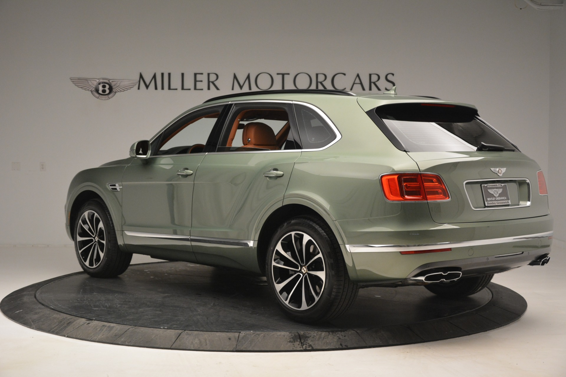 New 2019 Bentley Bentayga V8 For Sale In Greenwich, CT. Alfa Romeo of Greenwich, B1395 2644_p4