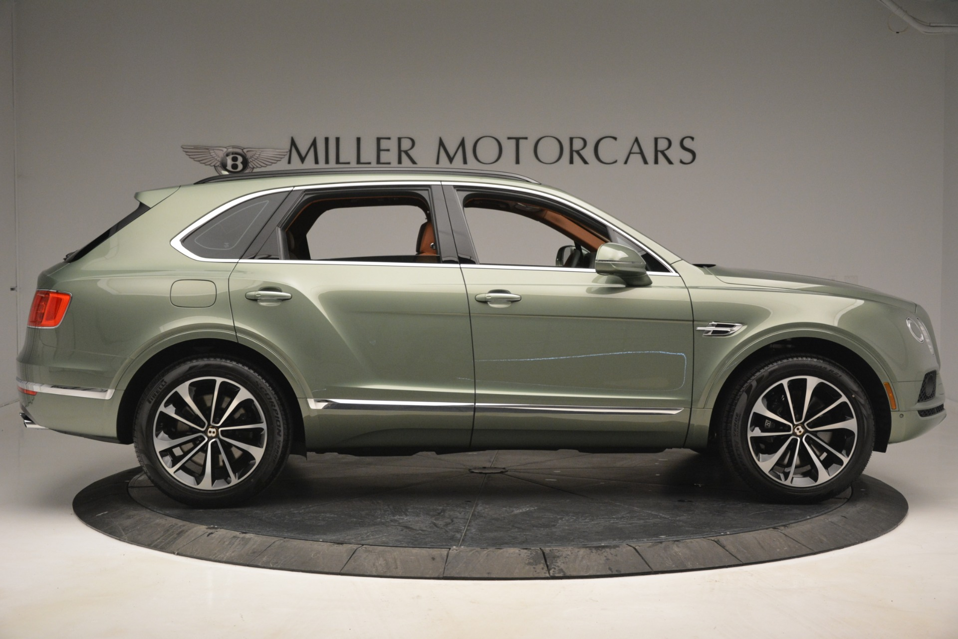 New 2019 Bentley Bentayga V8 For Sale In Greenwich, CT. Alfa Romeo of Greenwich, B1395 2644_p9