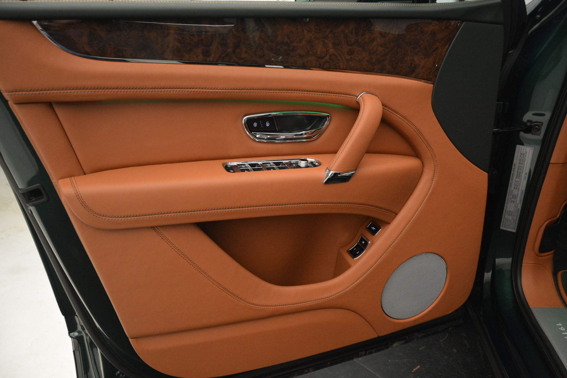 New 2019 Bentley Bentayga V8 For Sale In Greenwich, CT. Alfa Romeo of Greenwich, B1391 2645_p17