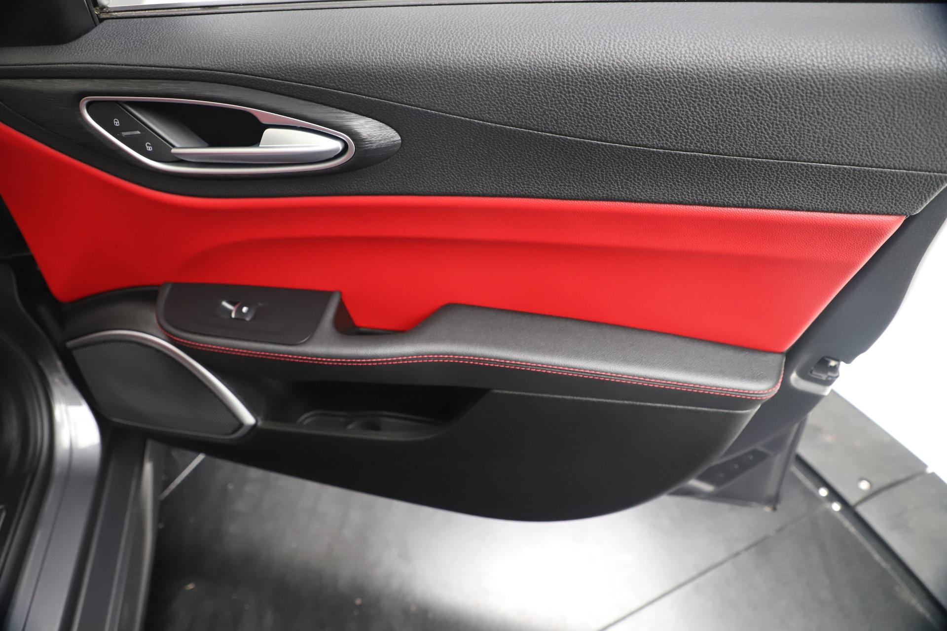 New 2019 Alfa Romeo Giulia Q4 For Sale In Greenwich, CT. Alfa Romeo of Greenwich, LW257 2669_p24
