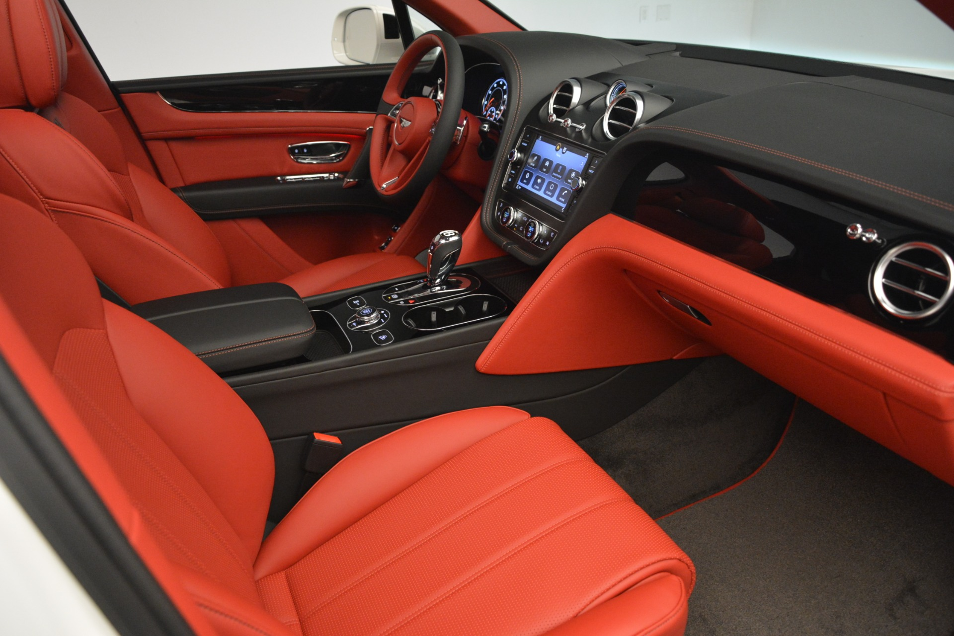 New 2019 Bentley Bentayga V8 For Sale In Greenwich, CT. Alfa Romeo of Greenwich, B1396 2673_p26