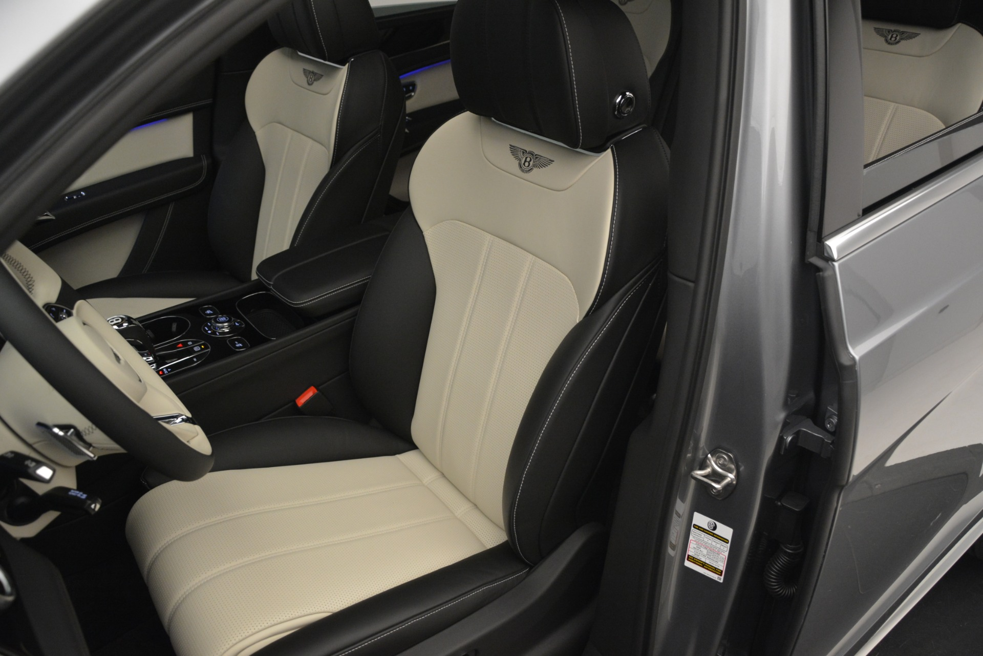 New 2019 Bentley Bentayga V8 For Sale In Greenwich, CT. Alfa Romeo of Greenwich, B1398 2674_p21