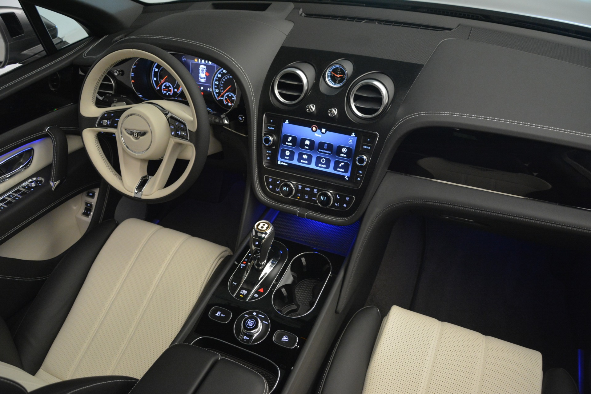 New 2019 Bentley Bentayga V8 For Sale In Greenwich, CT. Alfa Romeo of Greenwich, B1398 2674_p30