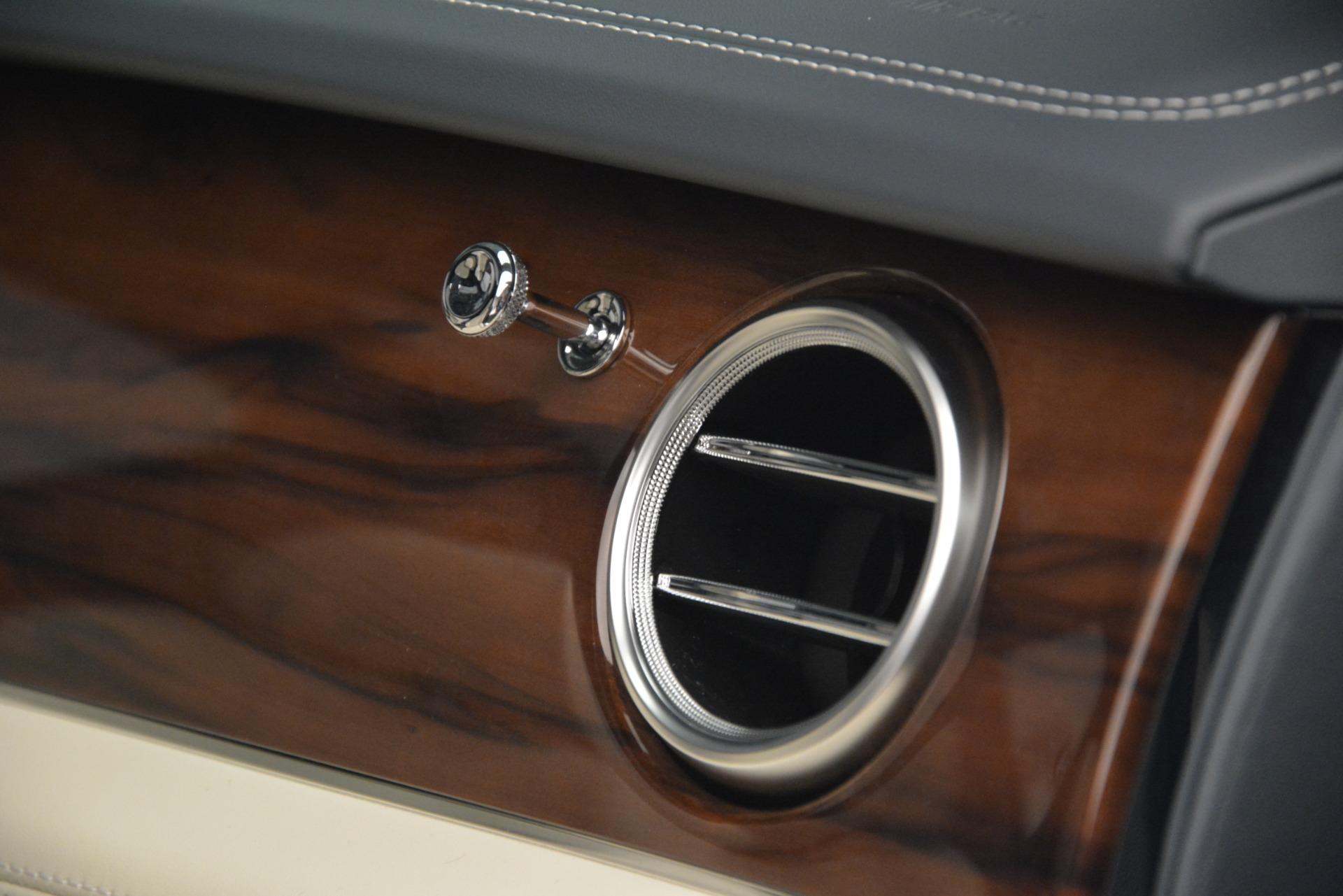 New 2019 Bentley Bentayga V8 For Sale In Greenwich, CT. Alfa Romeo of Greenwich, B1397 2676_p26
