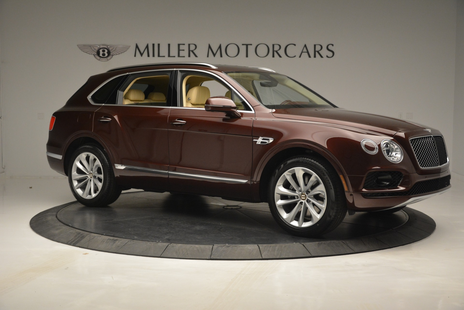 New 2019 Bentley Bentayga V8 For Sale In Greenwich, CT. Alfa Romeo of Greenwich, B1389 2702_p10