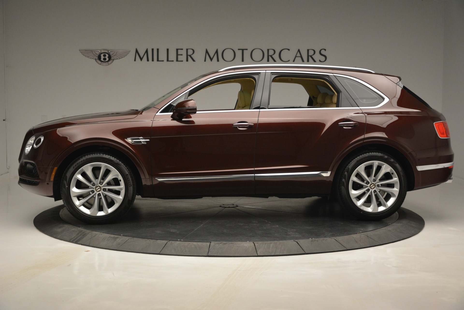 New 2019 Bentley Bentayga V8 For Sale In Greenwich, CT. Alfa Romeo of Greenwich, B1389 2702_p3