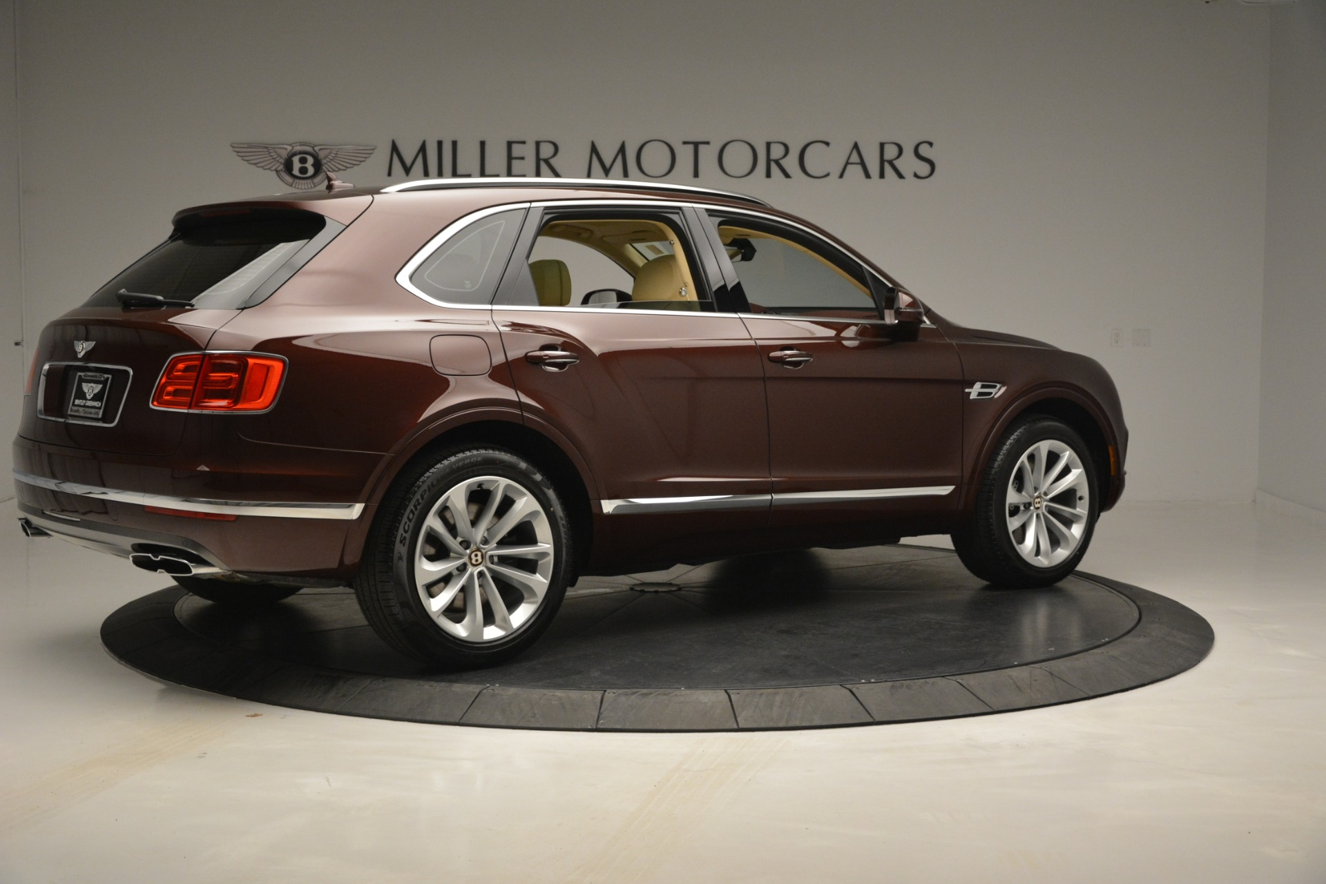 New 2019 Bentley Bentayga V8 For Sale In Greenwich, CT. Alfa Romeo of Greenwich, B1389 2702_p8