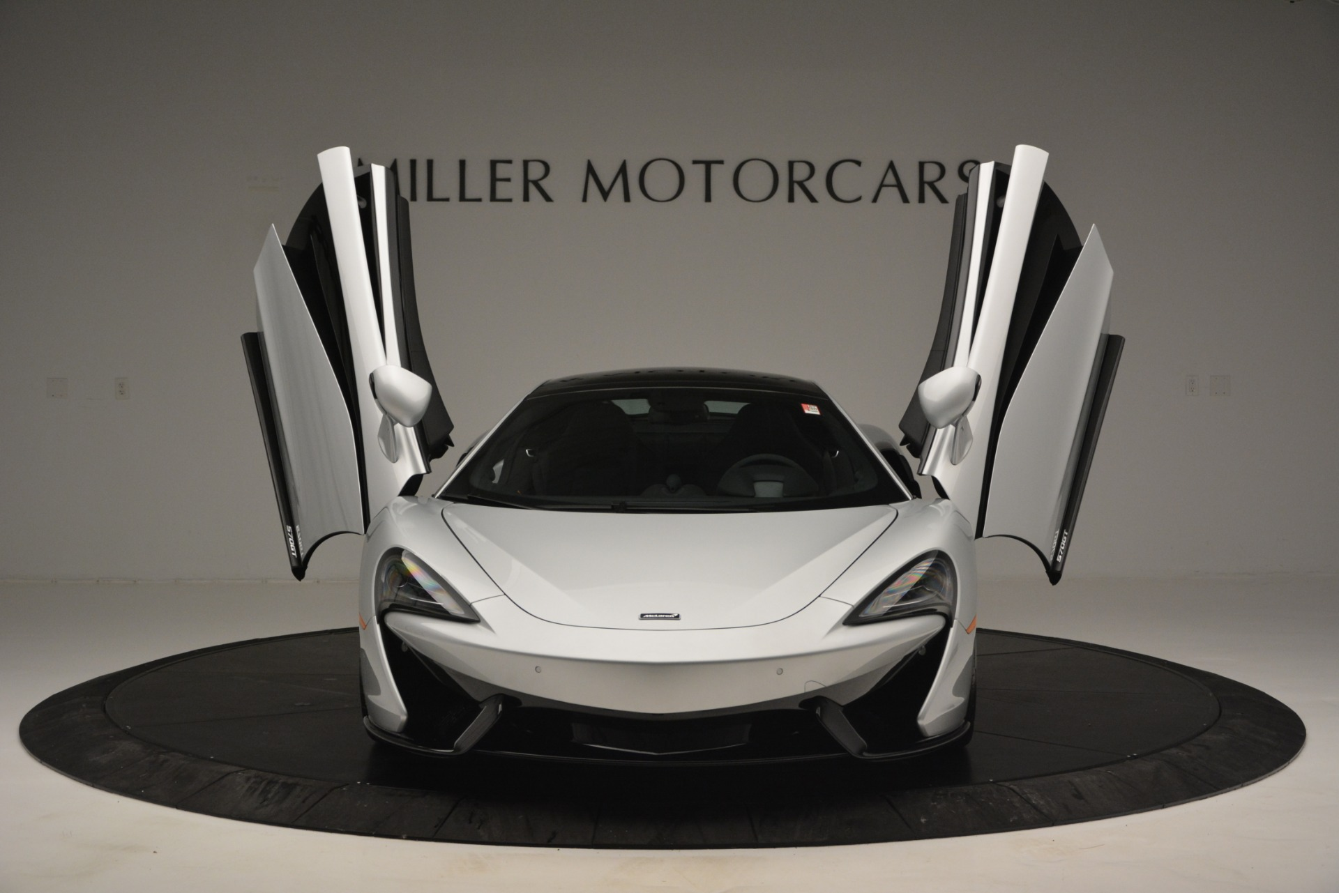 New 2019 McLaren 570GT Coupe For Sale In Greenwich, CT. Alfa Romeo of Greenwich, MC395 2725_p13