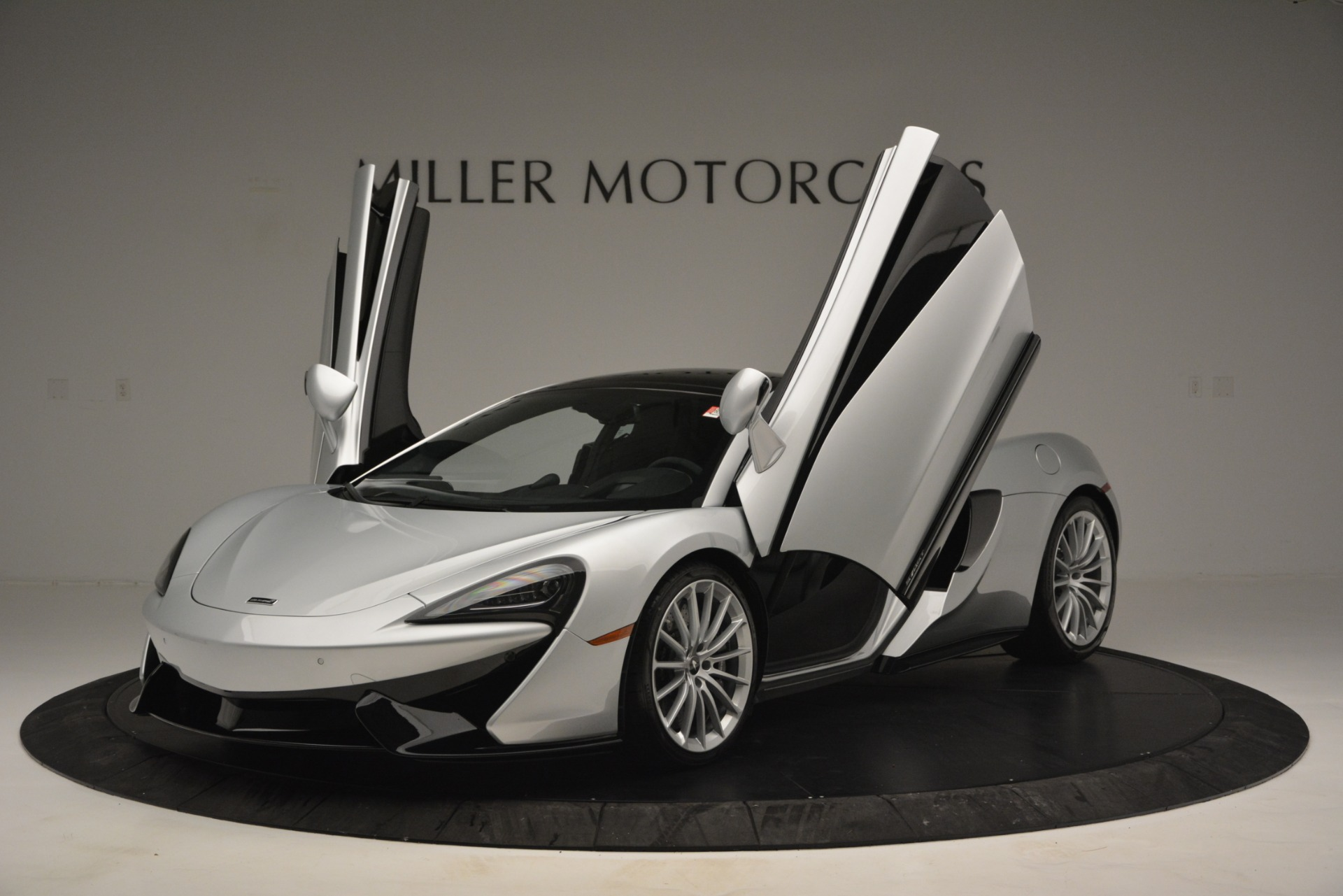 New 2019 McLaren 570GT Coupe For Sale In Greenwich, CT. Alfa Romeo of Greenwich, MC395 2725_p14