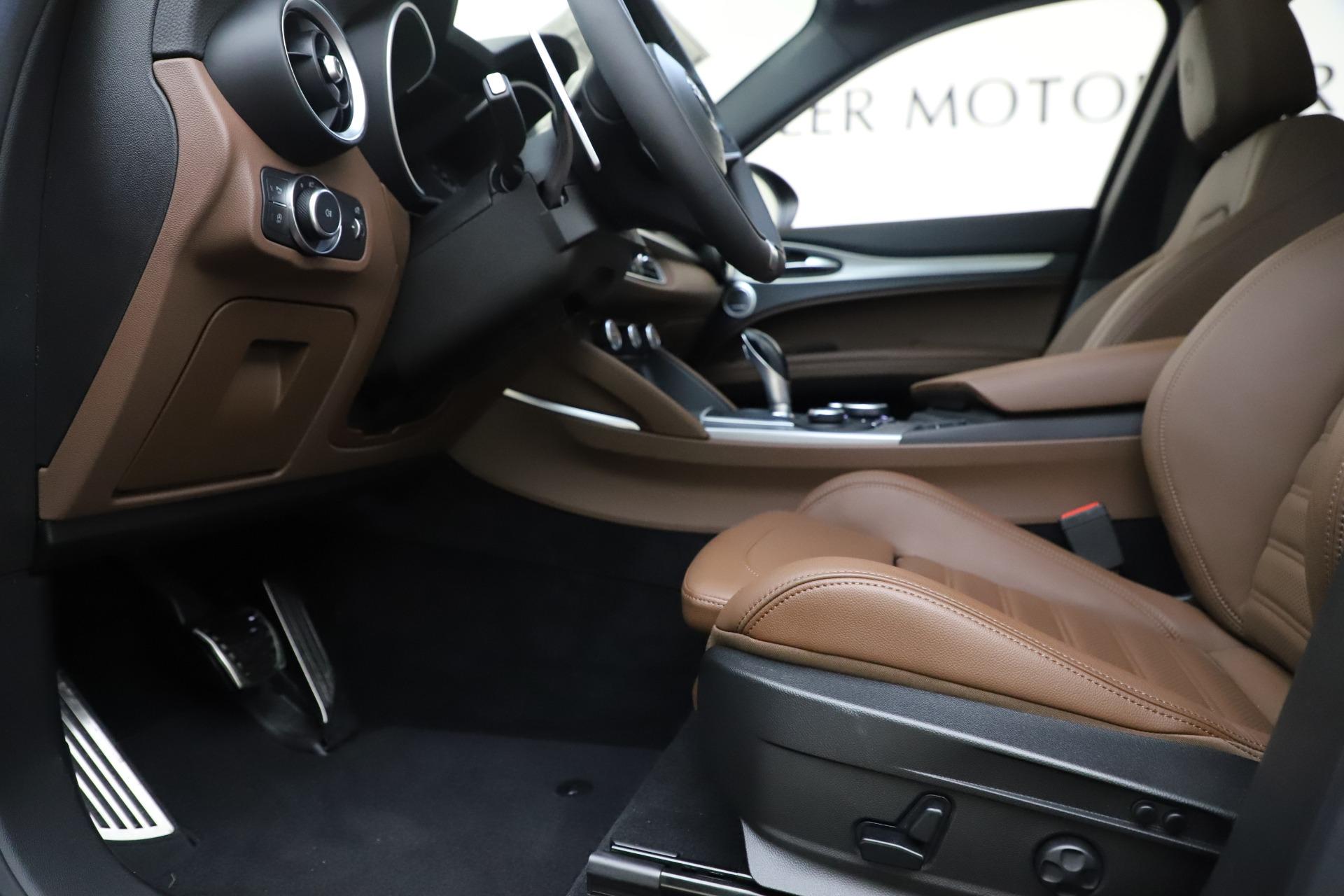 New 2019 Alfa Romeo Stelvio Ti Sport Q4 For Sale In Greenwich, CT. Alfa Romeo of Greenwich, LW266 2744_p14